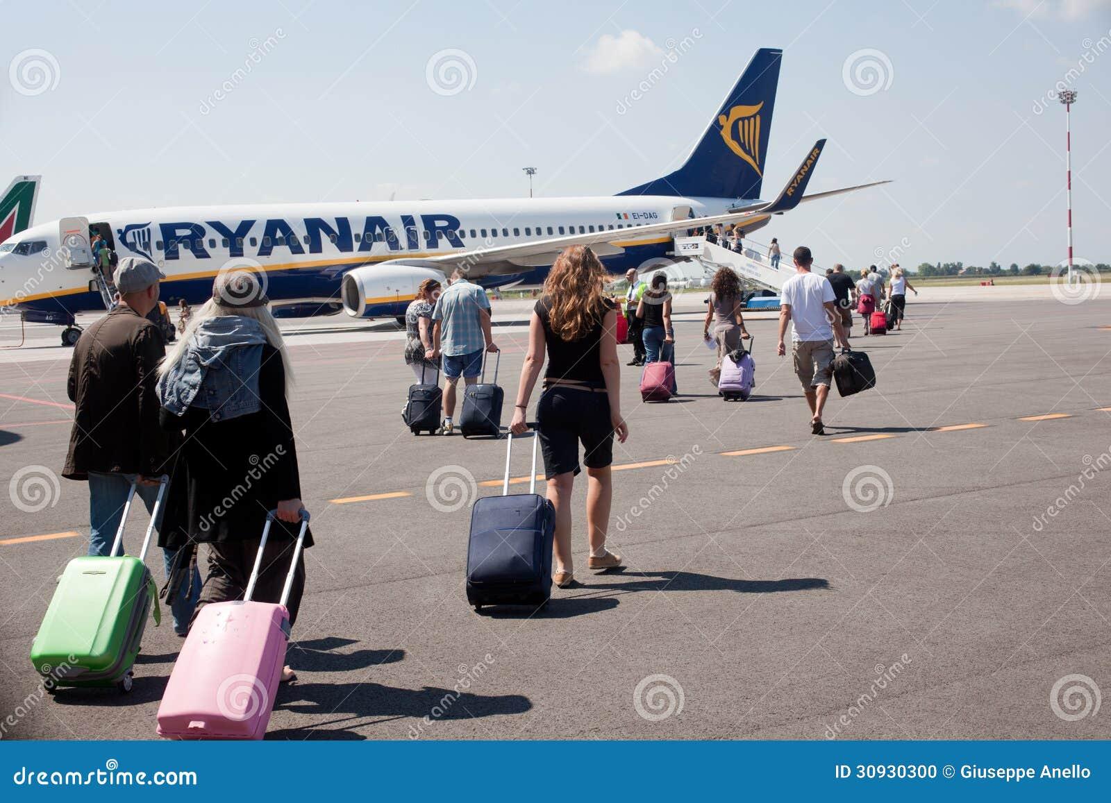 Ludzie iść samolot