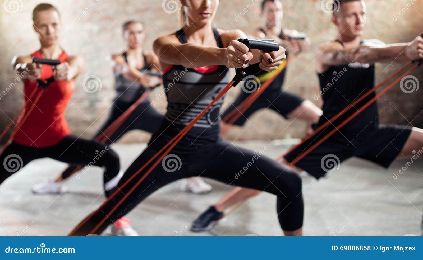 Ludzie na ćwiczenie klasie