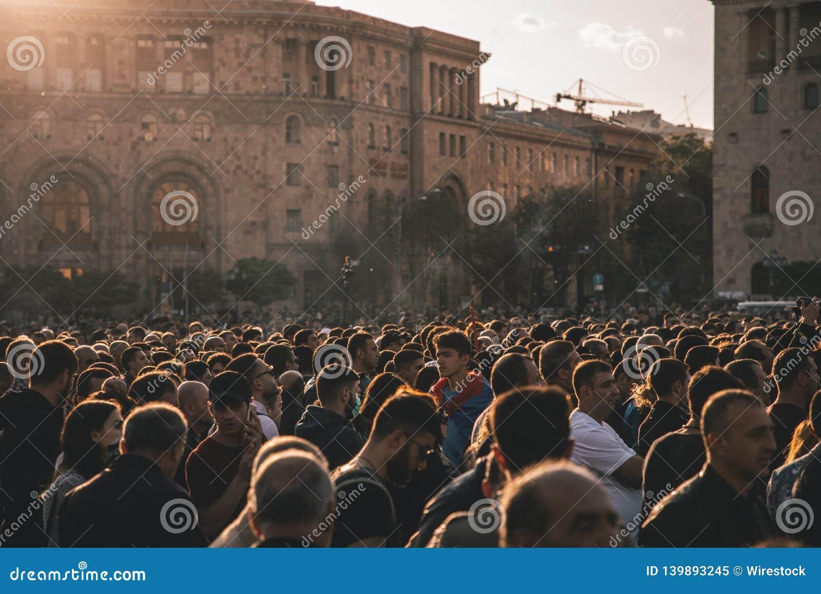 Ludzie na wiecu