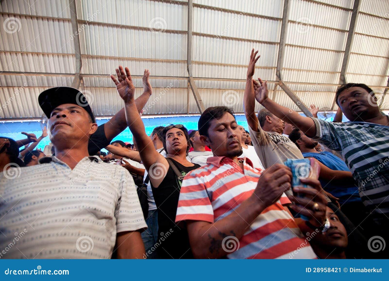 Ludzie podczas balijczyka cockfighting