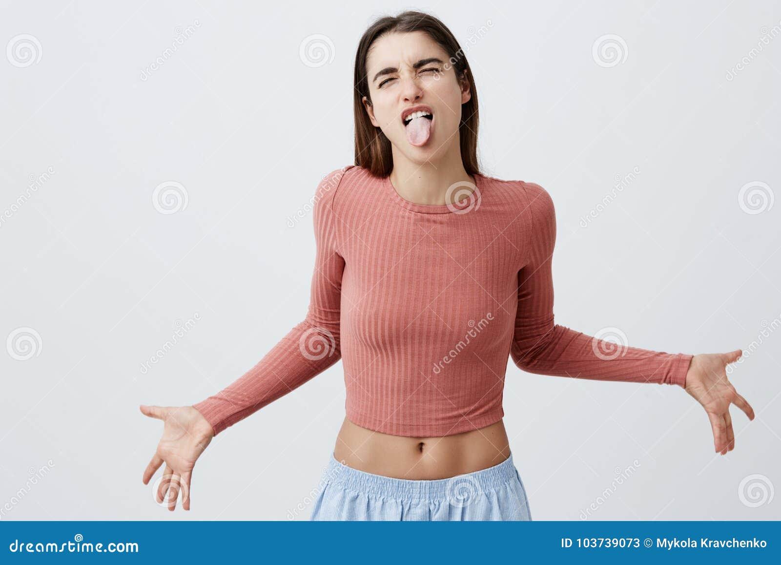 Ludzie ` s emoci, twarzy wyrażenia Język ciała Piękna młoda radosna caucasian dziewczyna z ciemny długie włosy wewnątrz