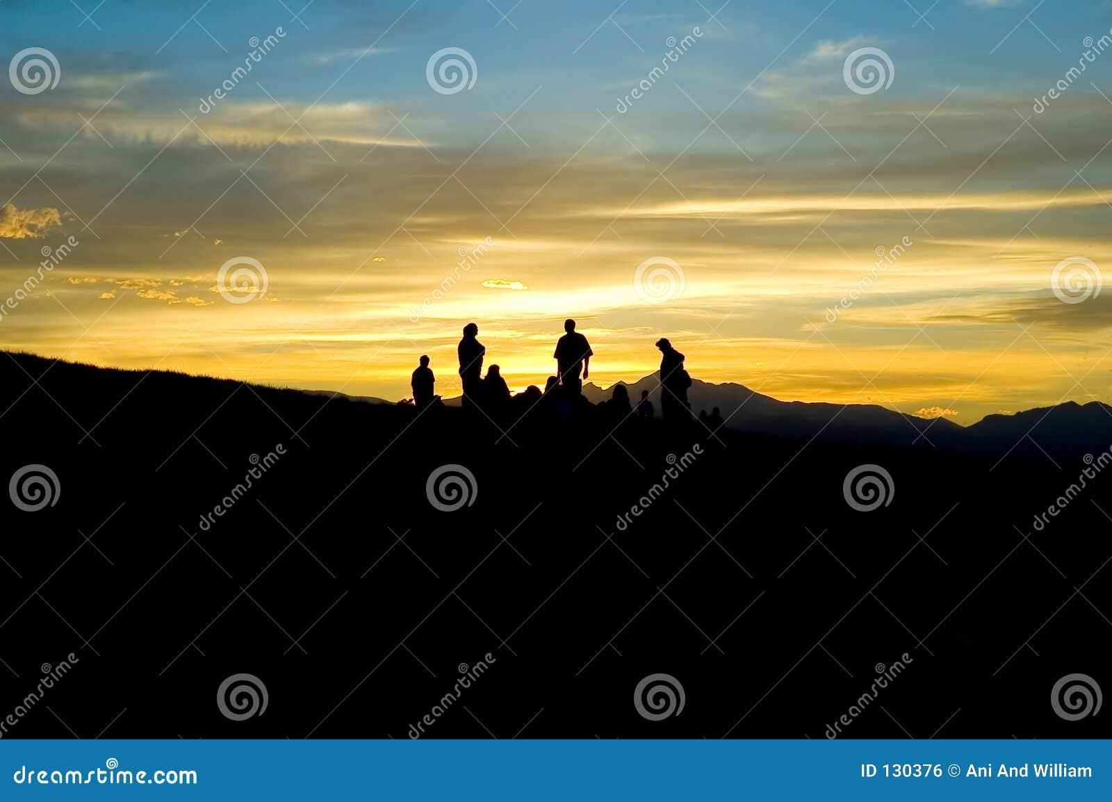 Ludzie sylwetek górskie