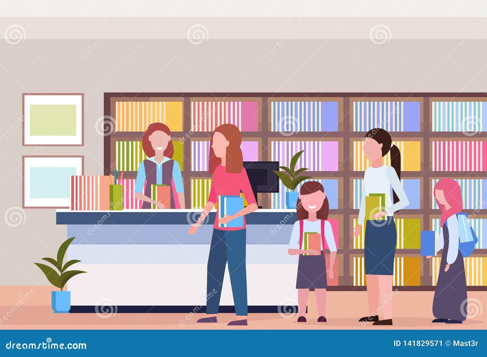 Ludzie w kreskowym kolejki pożyczaniu rezerwują od bibliotekarskiego nowożytnego bibliotecznego bookstore wewnętrznego bookcase z