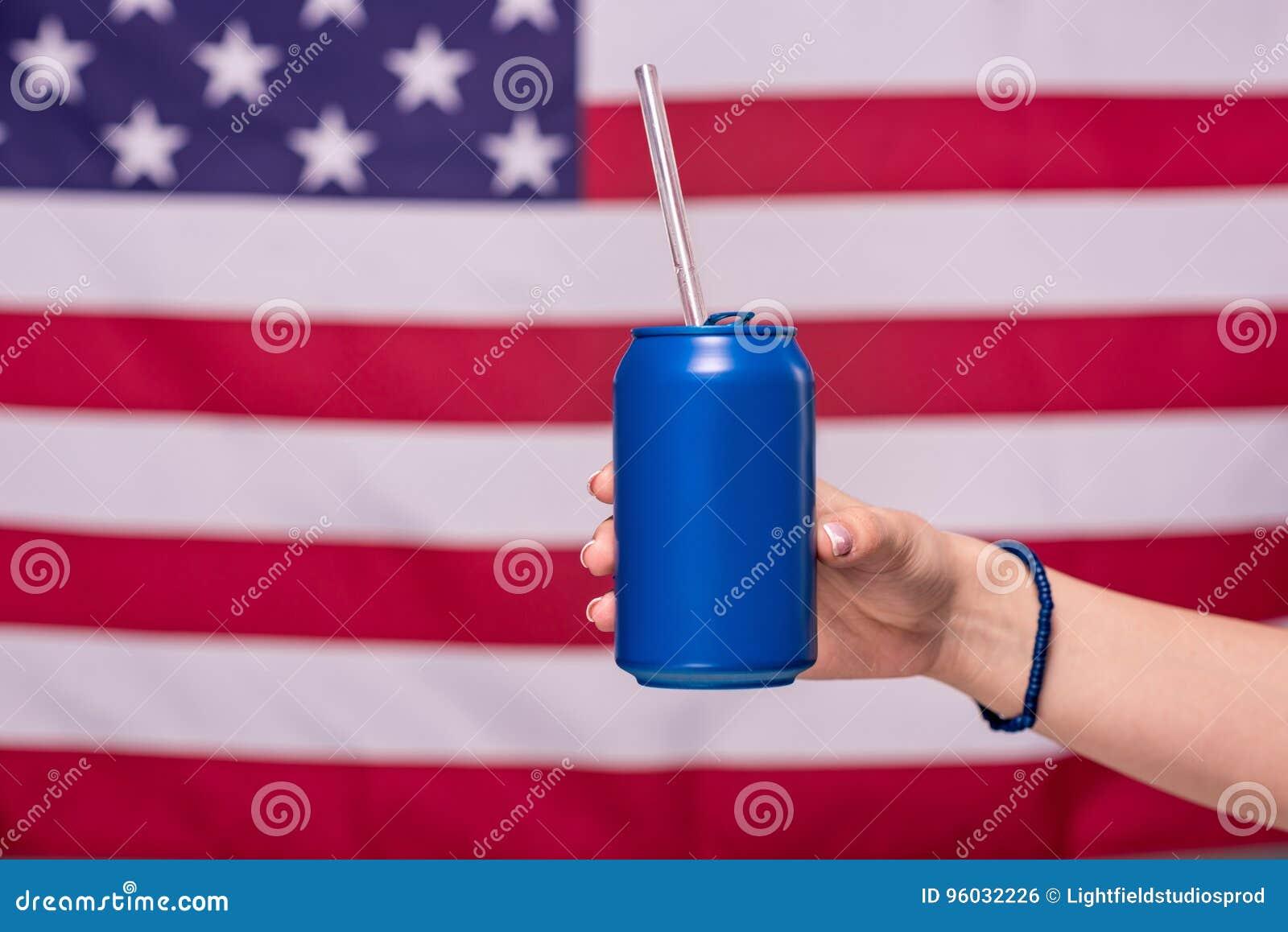 Ludzki ręki mienie może z flaga amerykańską behind