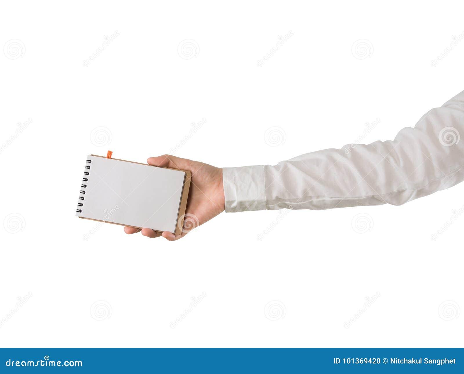 Ludzkiego ręka chwyta pusty ekran na notatnika papierze na odosobnionym białym tle