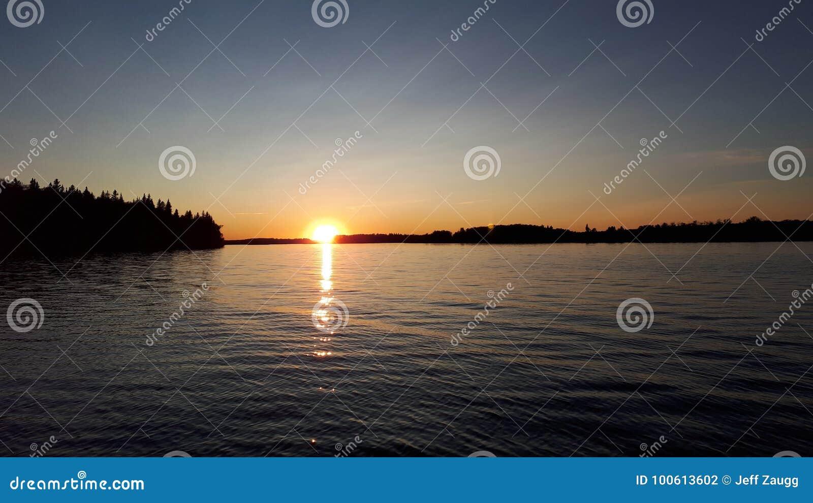 Lueur vacillante de lac sin