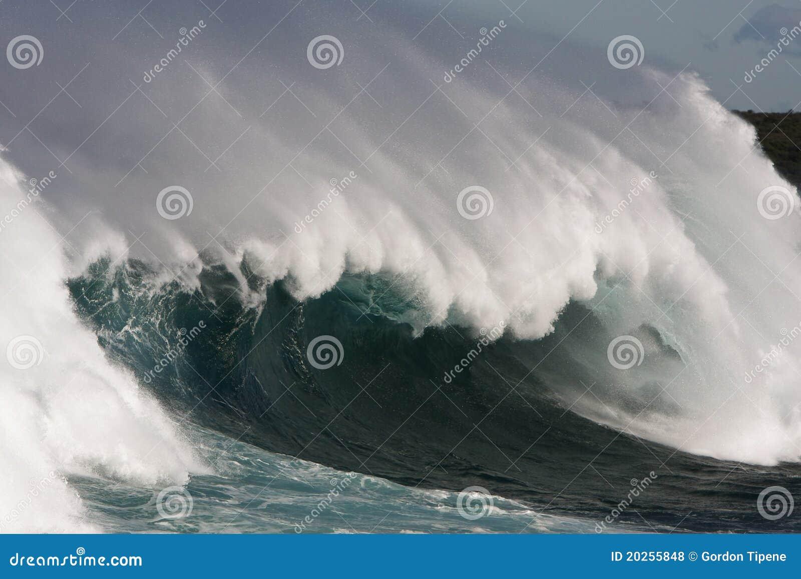 Lufowy wielki kipieli fala wiatr