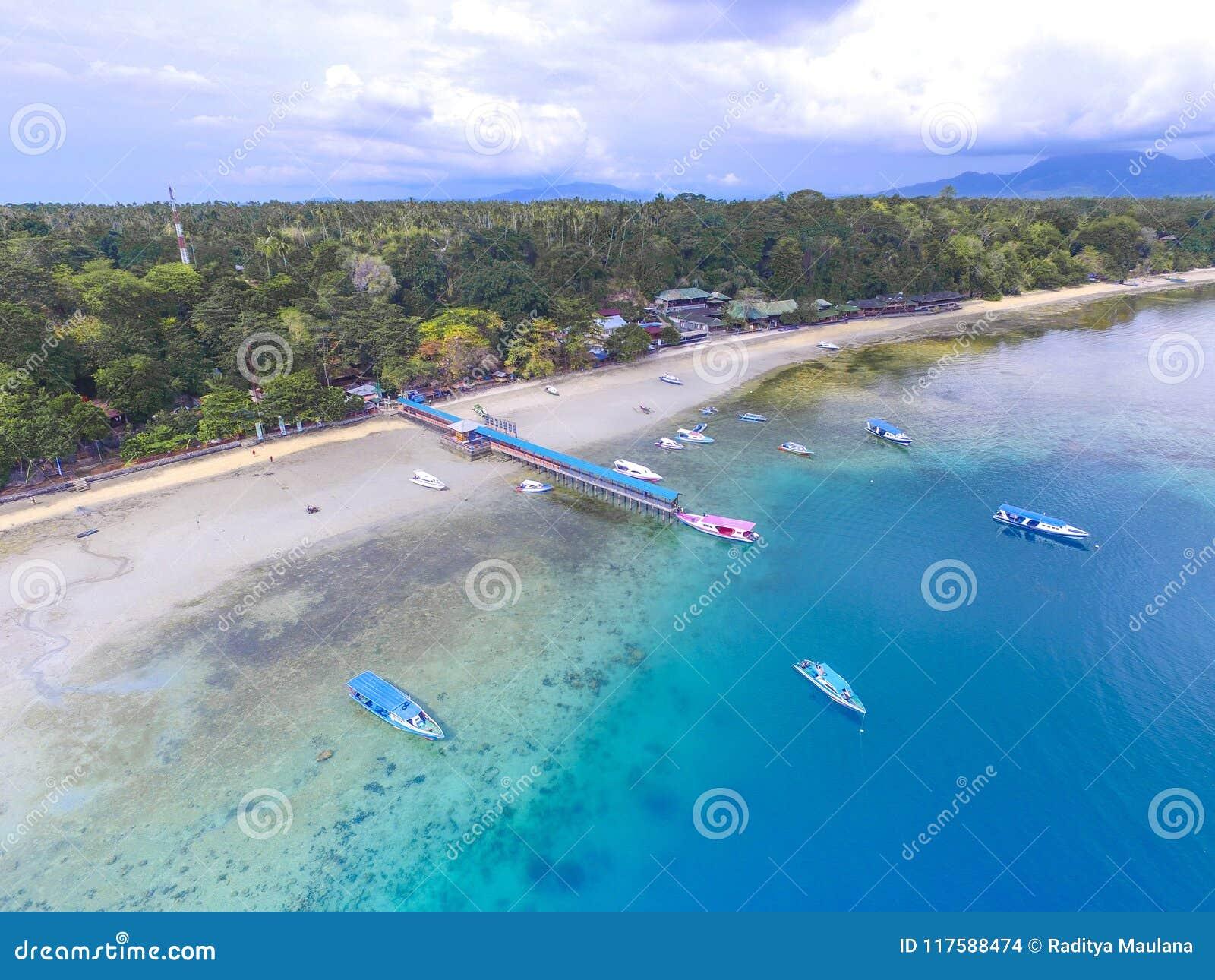 Luft-Bunaken-Hafen