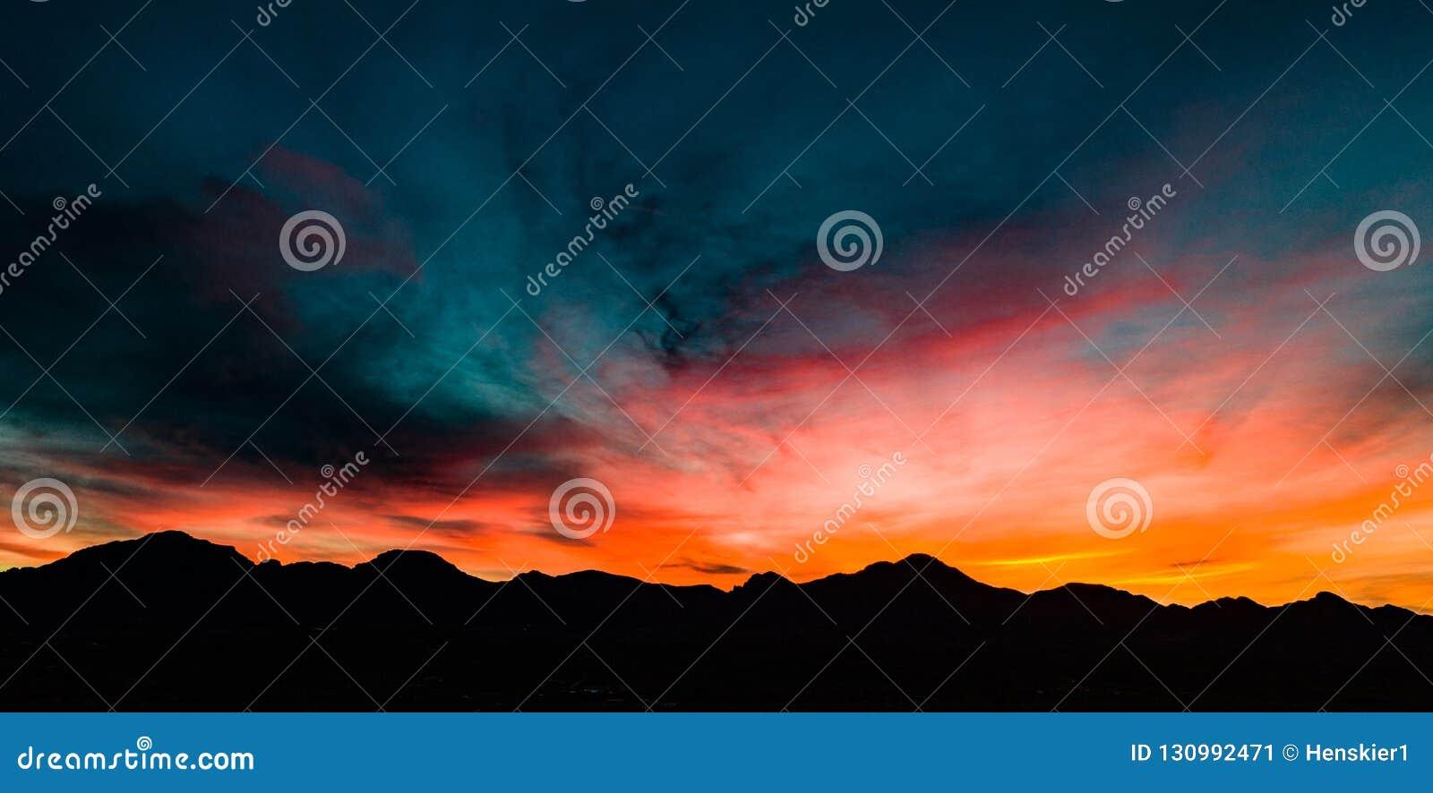 Luft-, panoramische Sonnenuntergang-Ansicht über Tubac Arizona