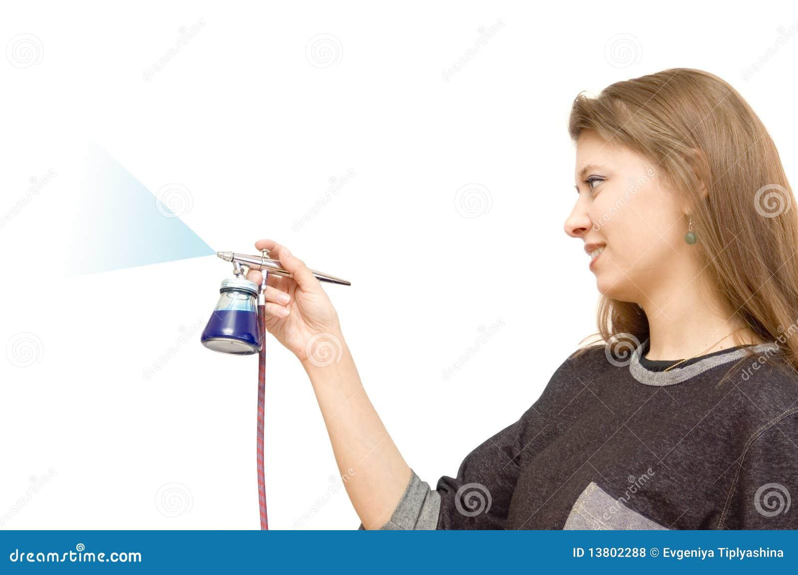 Luftborsten tecknar flickan