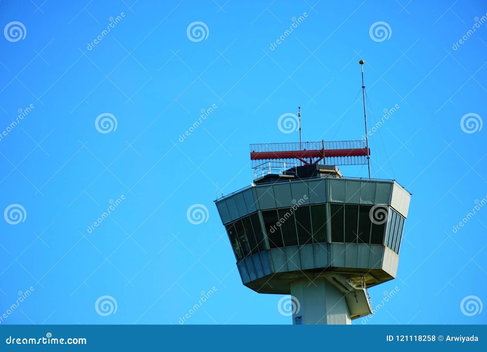 LUFTFAHRT- RADIO-` s hoher Himmelturm an aitport Standort