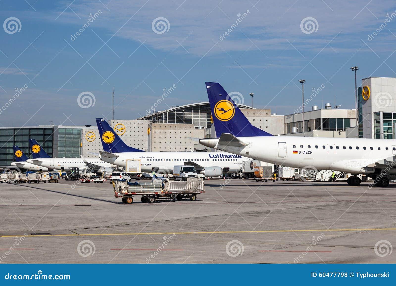 Lufthansa Flugzeuge Am Frankfurt Flughafen Redaktionelles Stockfoto