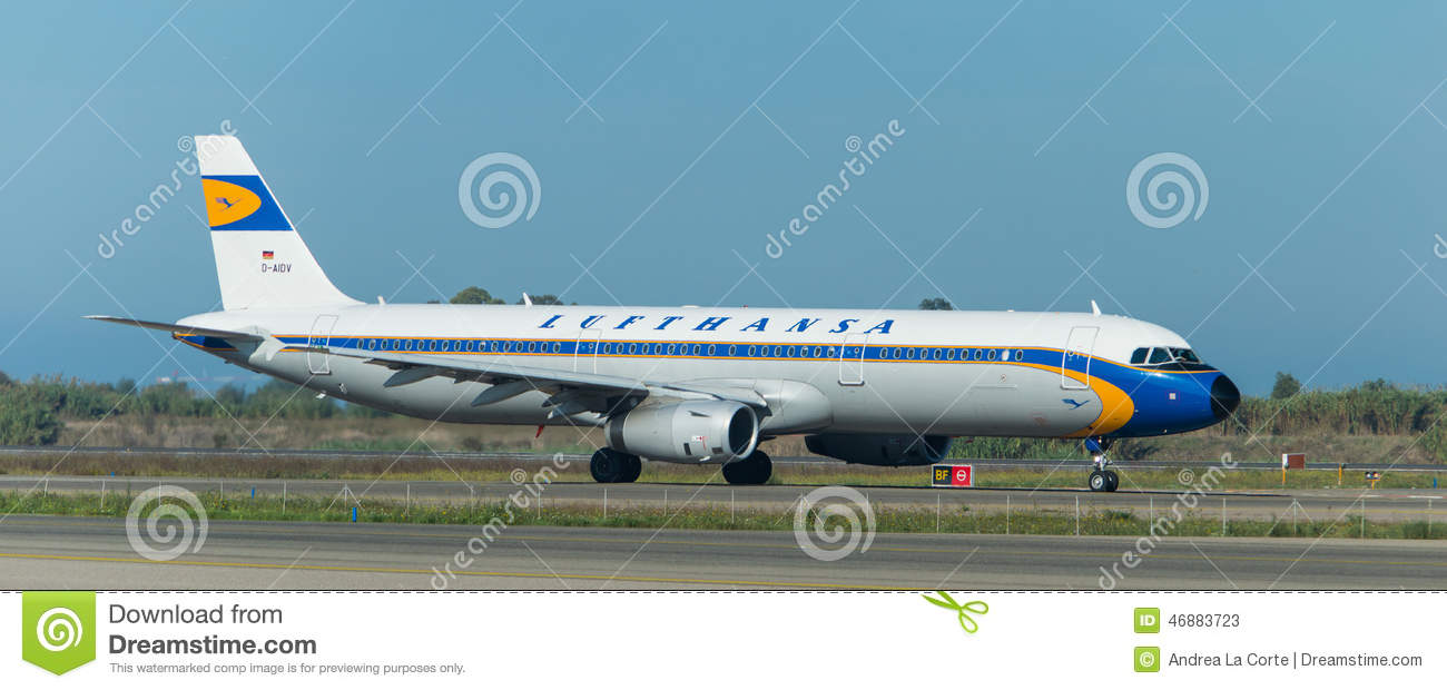 Lufthansa Vintage On The Runway Editorial Stock Photo