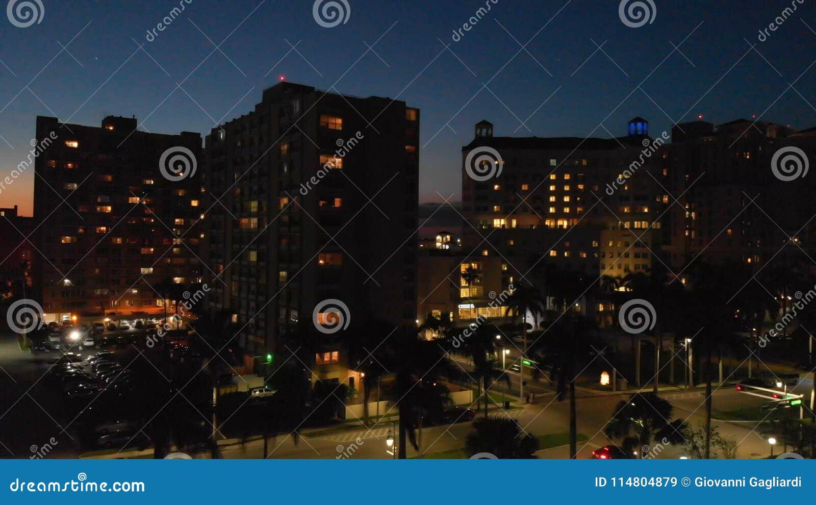 Luftstadtskyline nachts, West Palm Beach