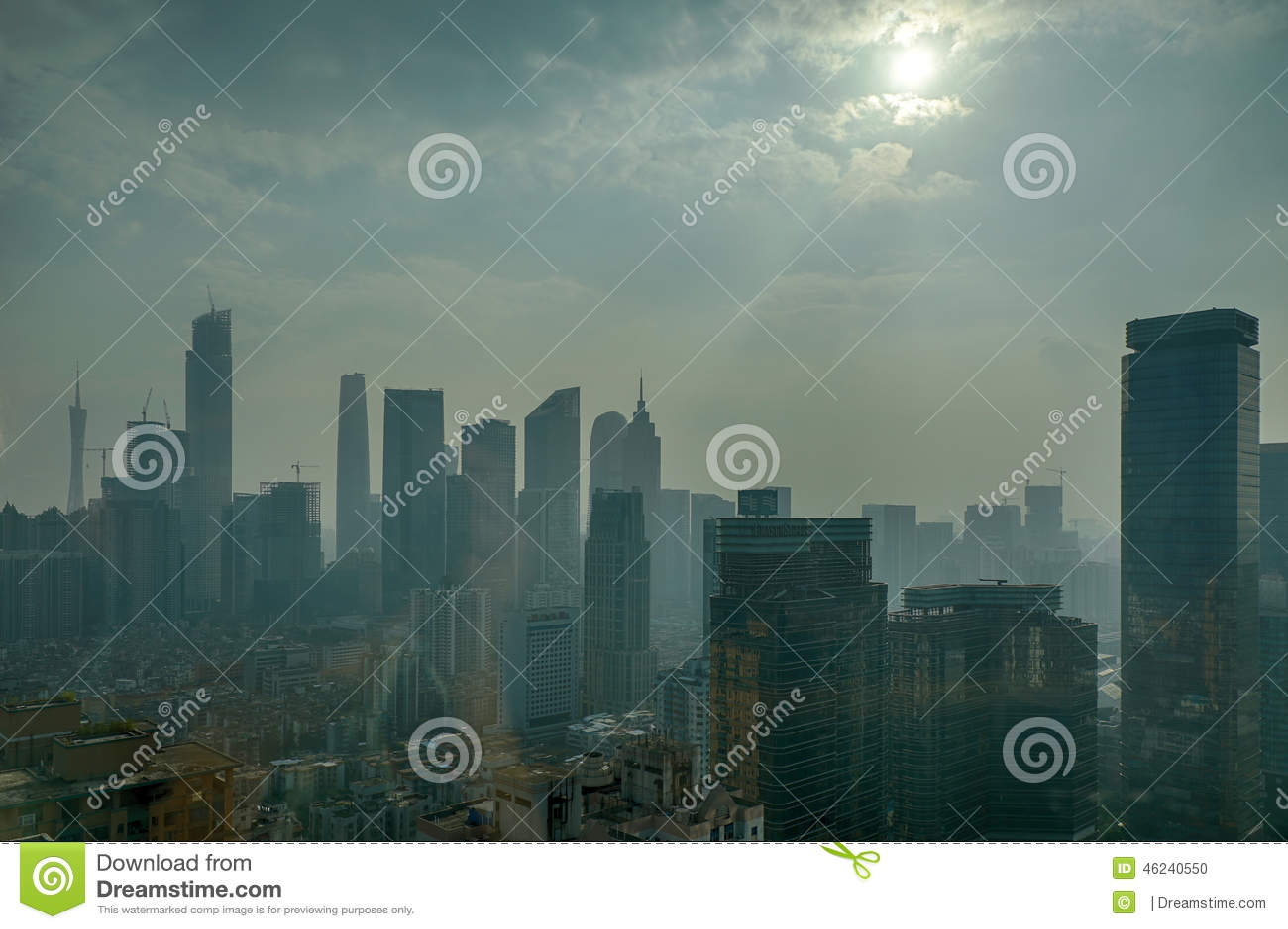 Luftverschmutzung in Guangzhou China; Luftverschmutzung; Umweltverschmutzung; schädigen Sie die Umwelt; Dunst, Smog, Nebel über S