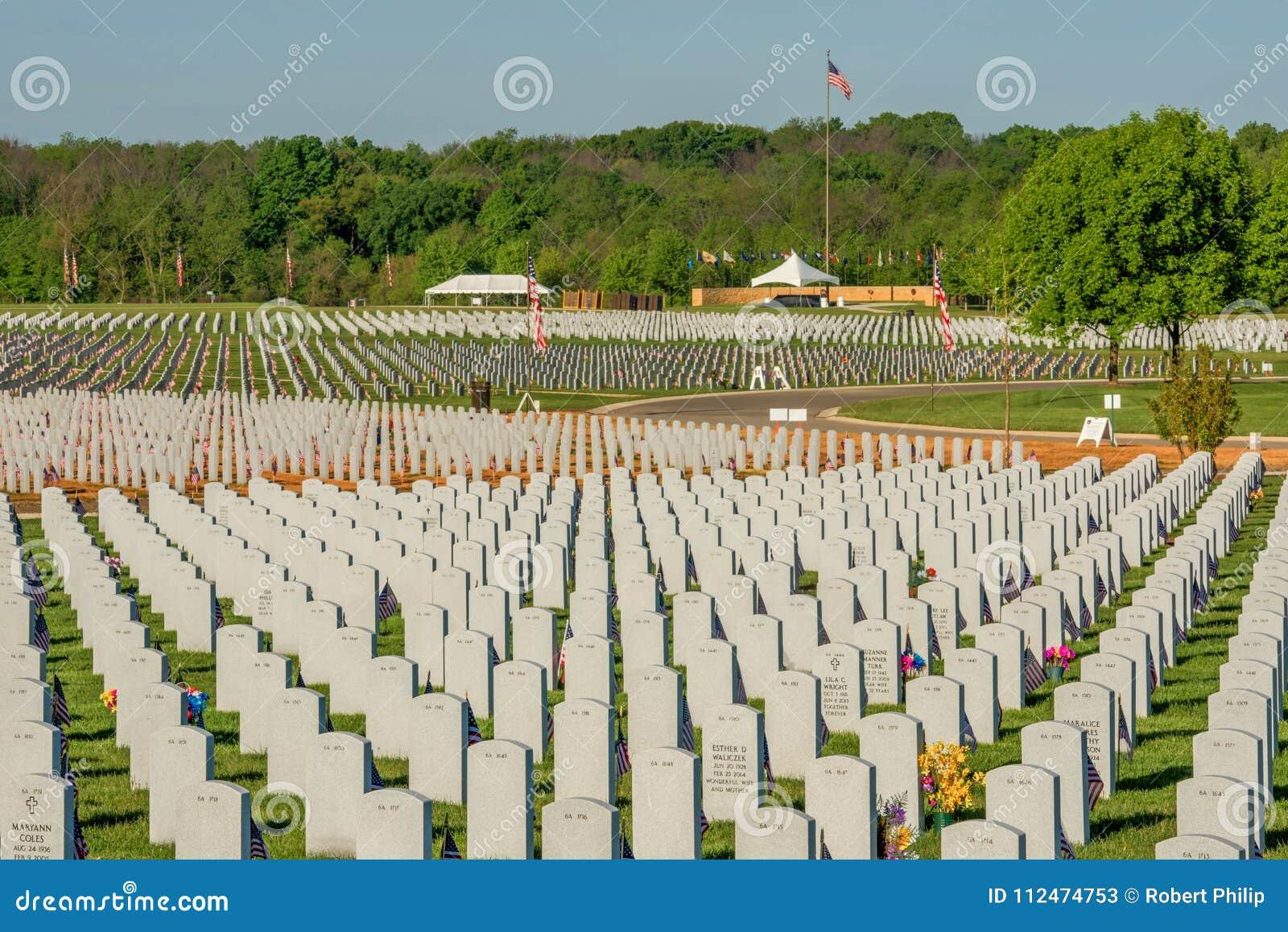 Lugar de descanso de Abraham Lincoln Cemetary de nuestros héroes caidos