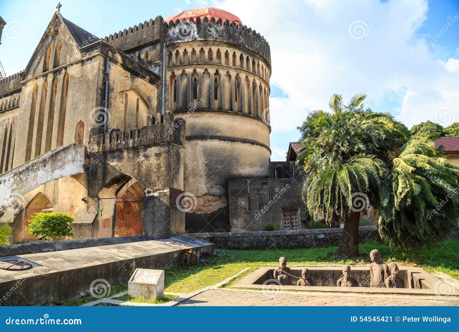 Lugar memorável para os escravos perto da catedral na cidade Z de Stown