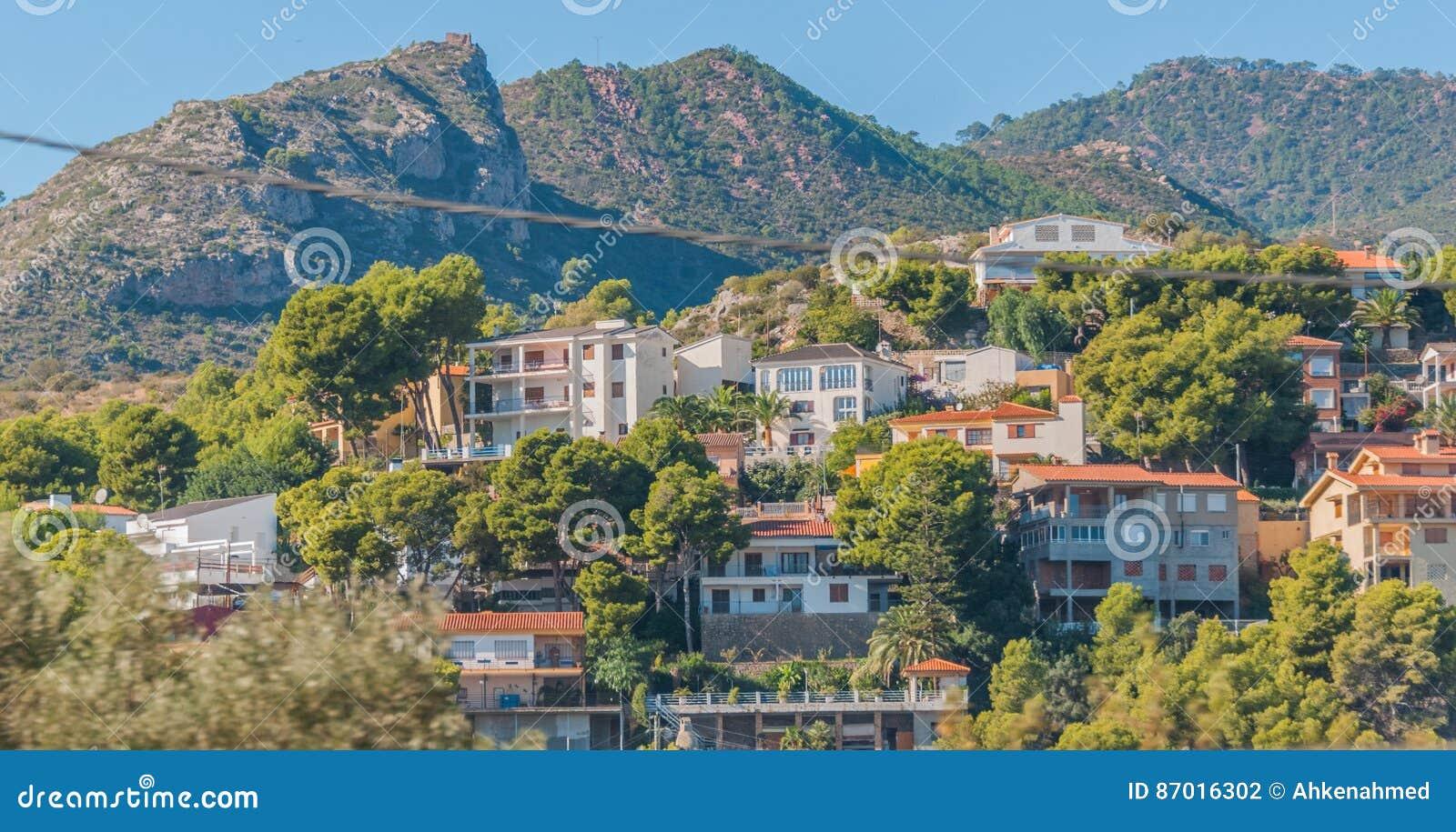 Lugares vivos rústicos & ásperos mas bonitos na Espanha rural Casas nos montes & nas montanhas da Espanha rural