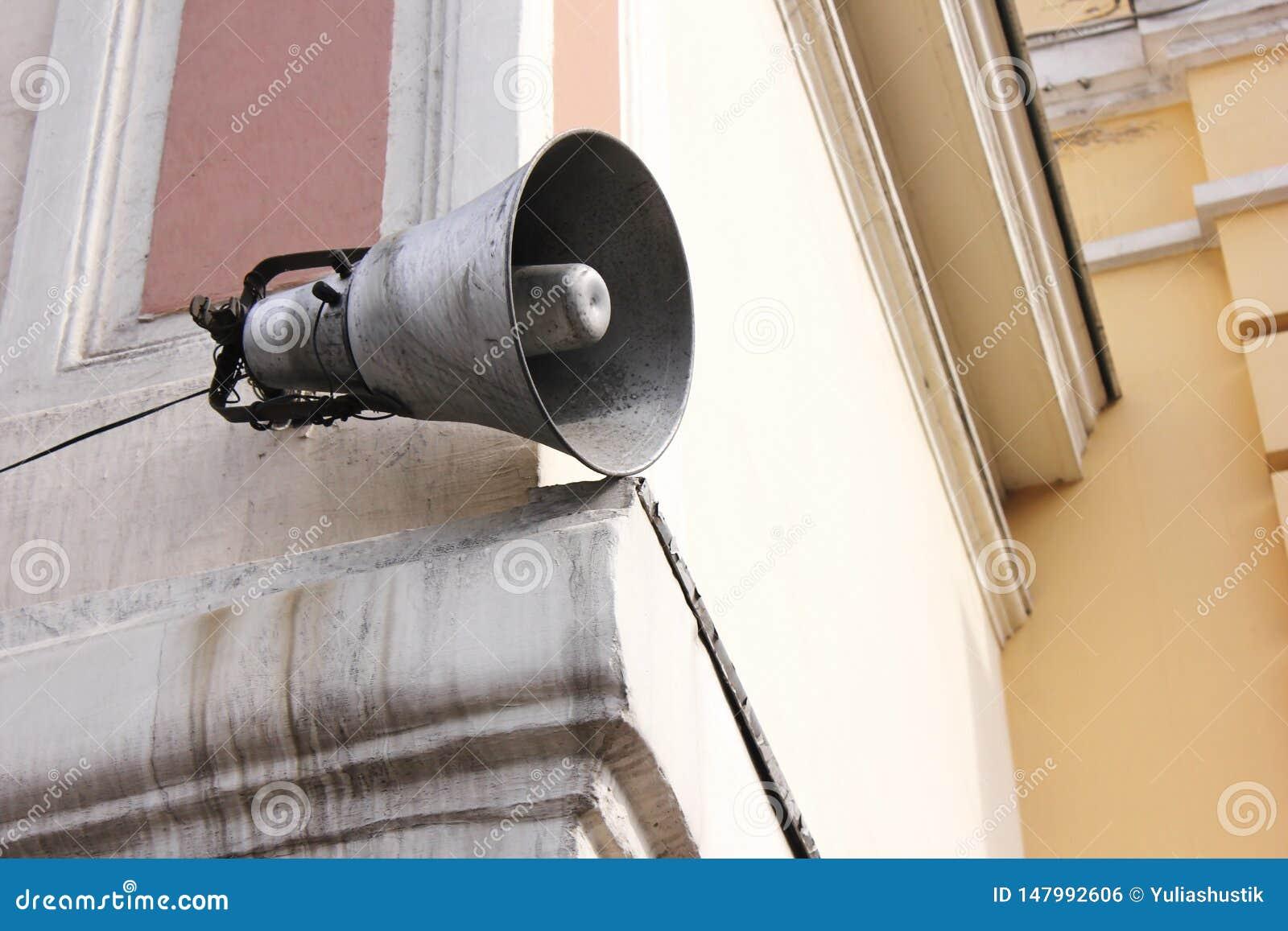 Luidspreker op het gebouw informatie en mededeling