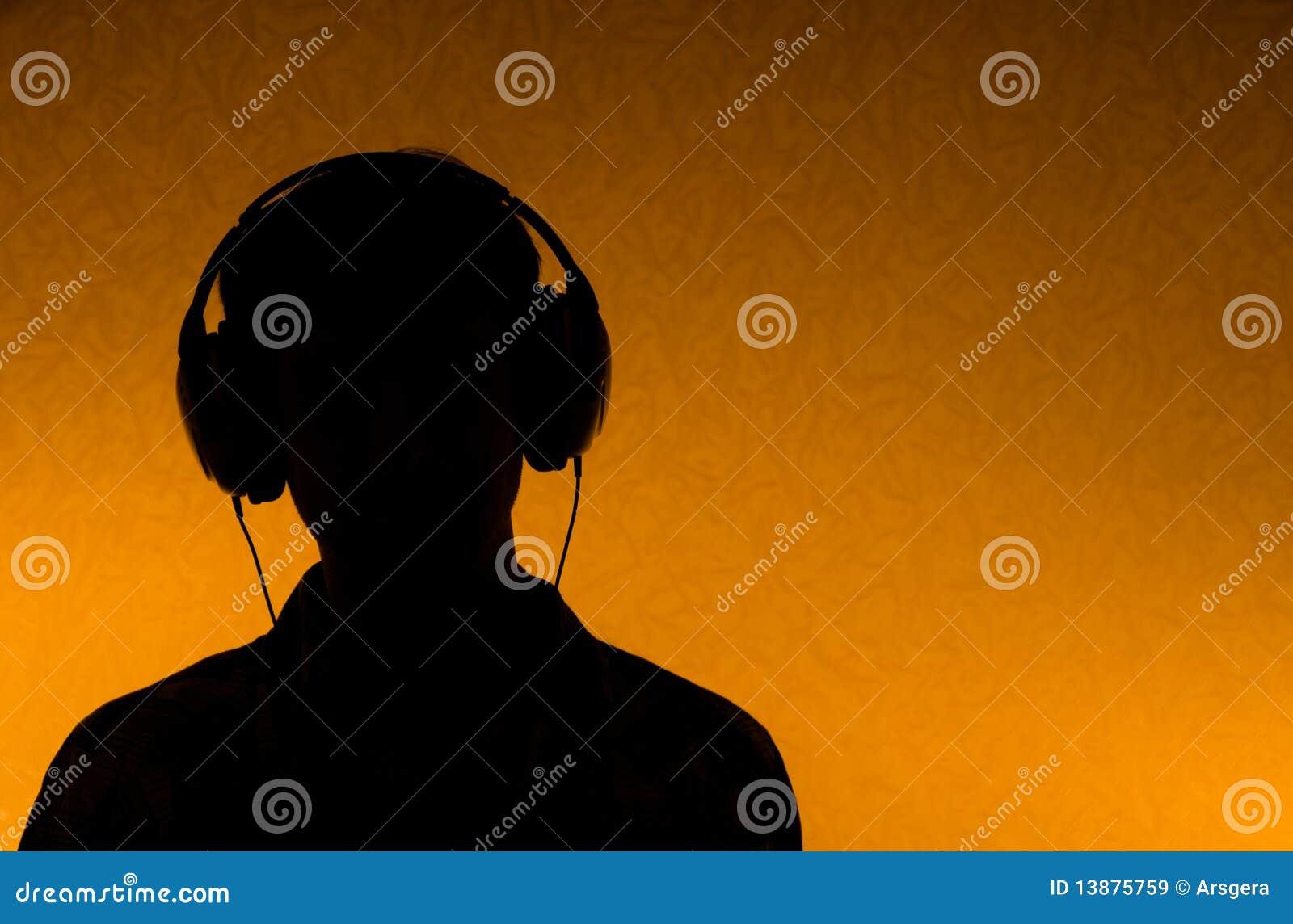 Luister aan Muziek - mens met oortelefoons