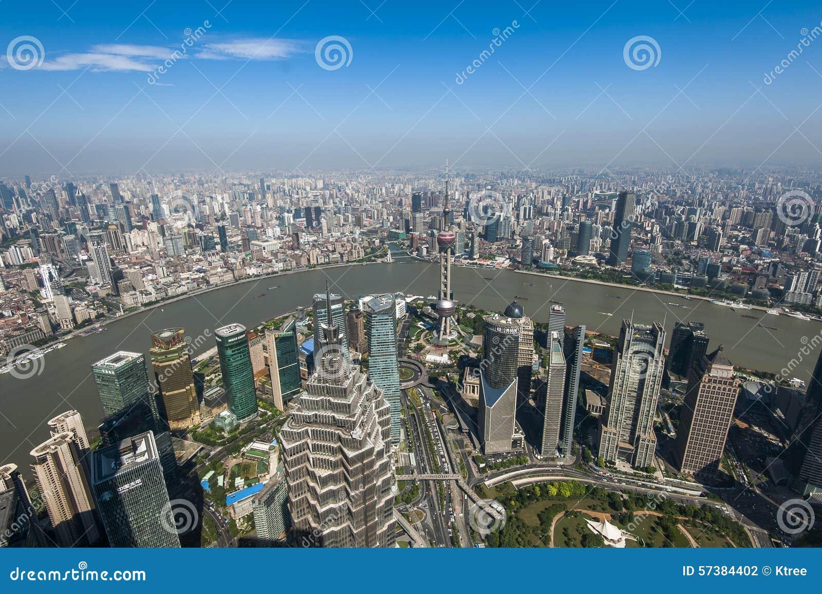 Lujiazui rond door Huangpu rivier-Shanghai financiëncentrum