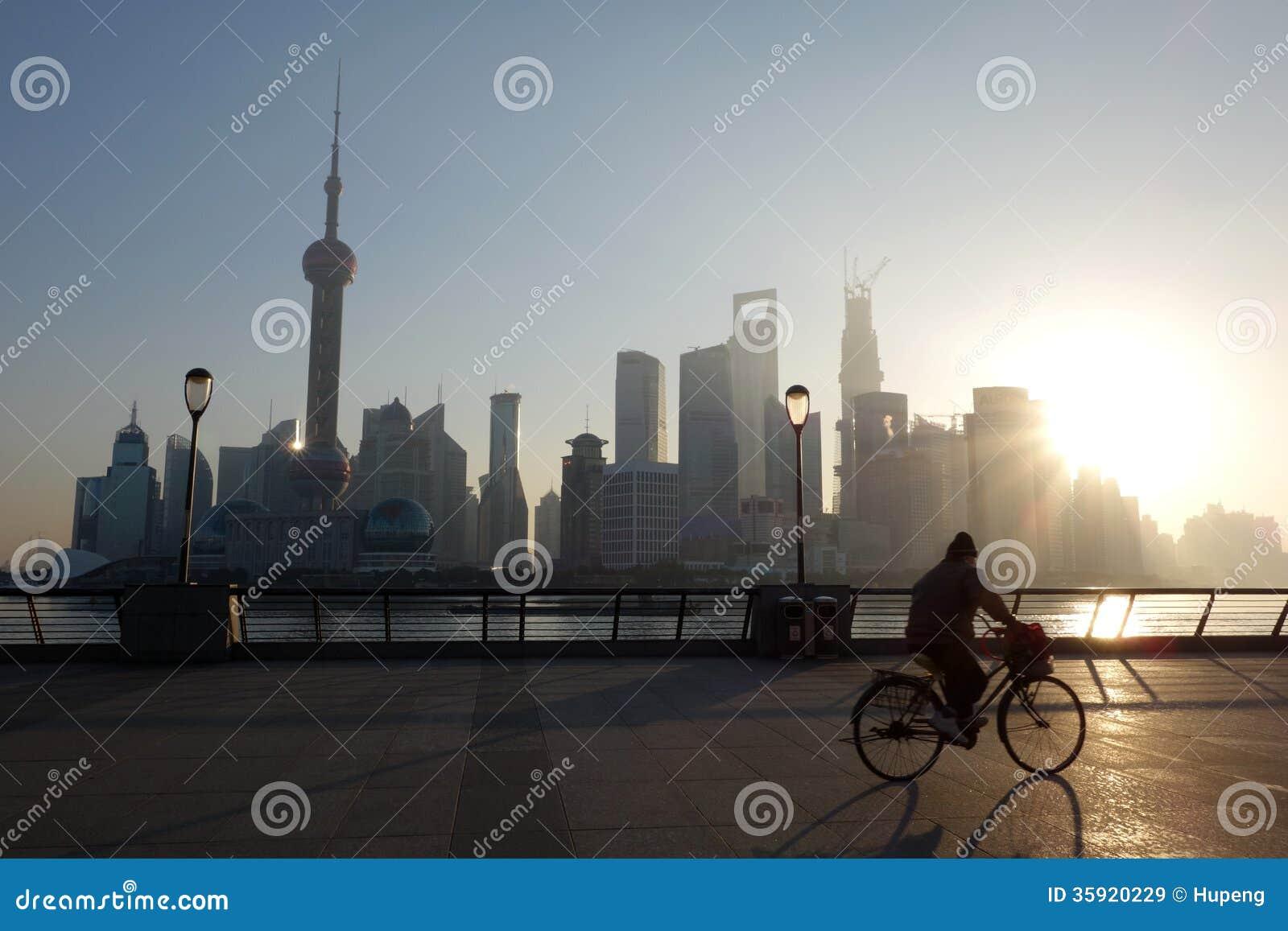 Lujiazui van Shanghai bij zonsopgang