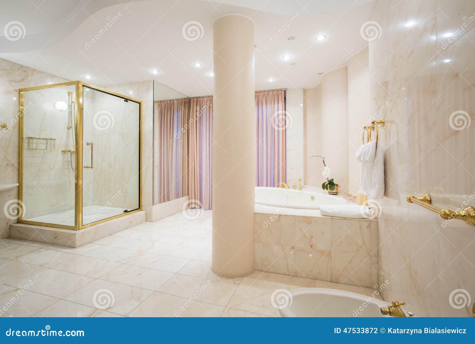 Luksusowa łazienka w pastelowych kolorach
