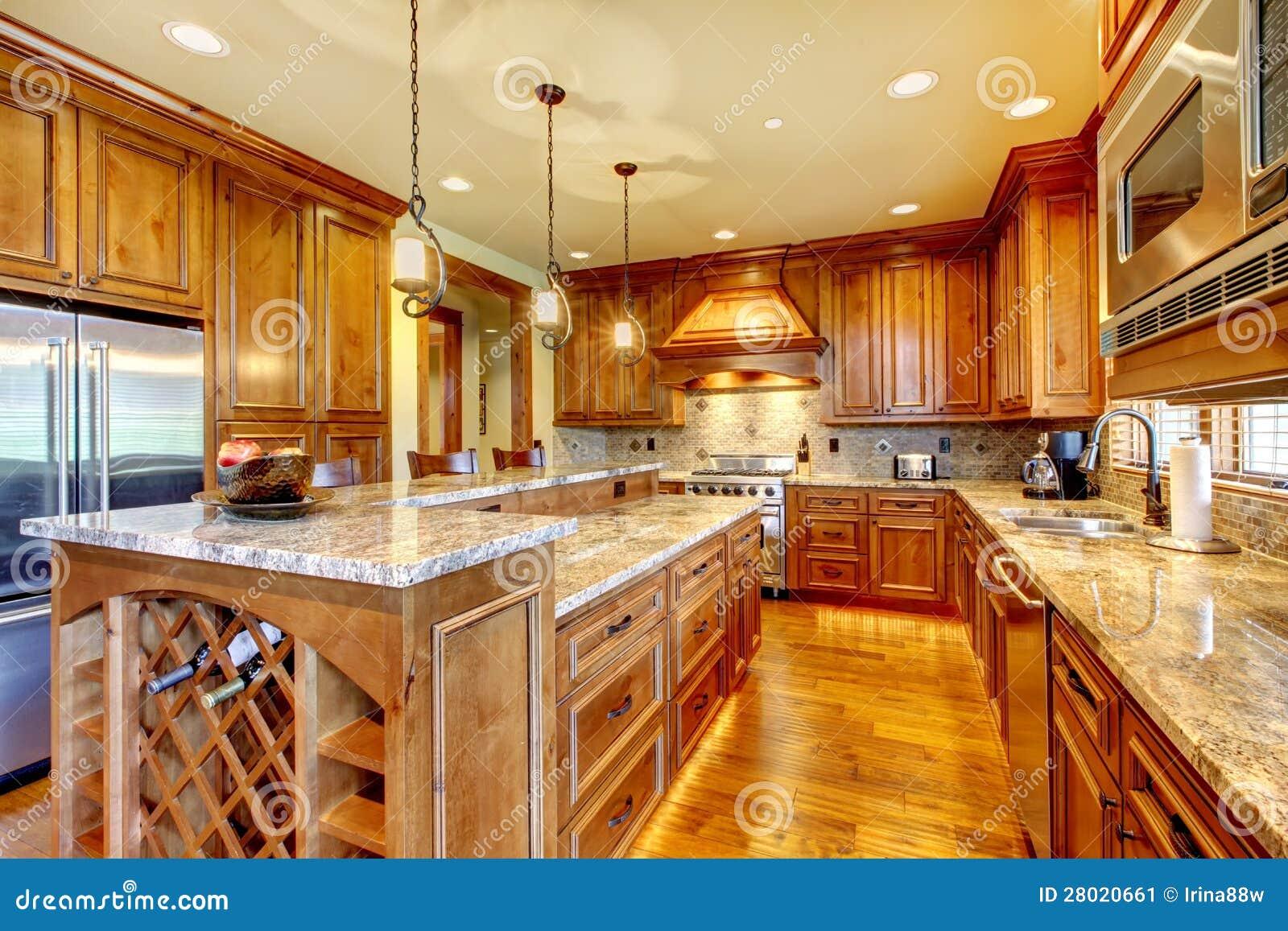Luksusowa drewniana kuchnia z granitowym countertop.