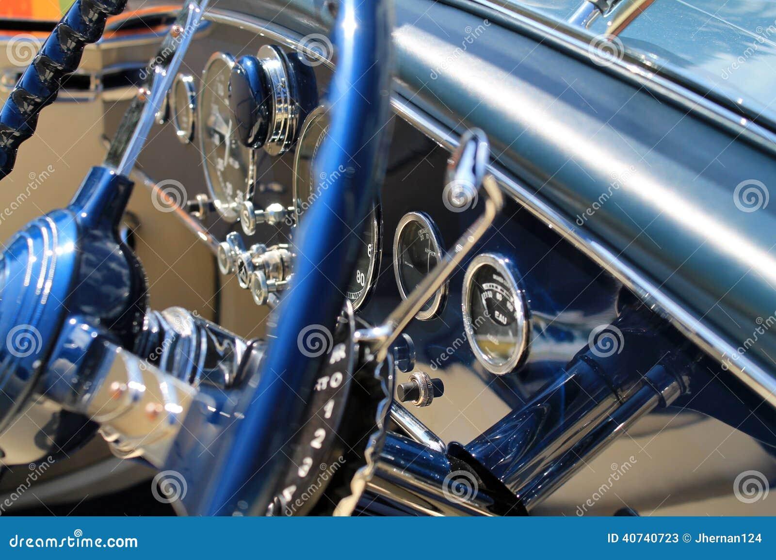 Luksusowy antykwarski francuski samochodowy wewnętrzny szczegół