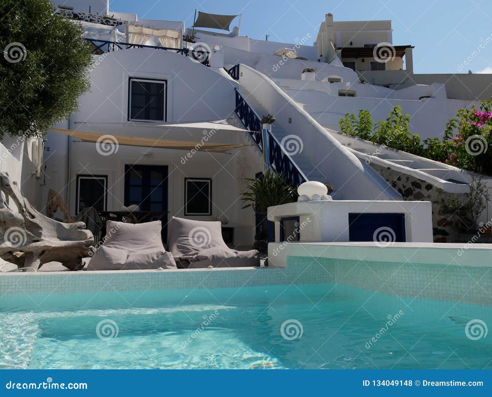 Luksusowy hotel na słonecznym dniu