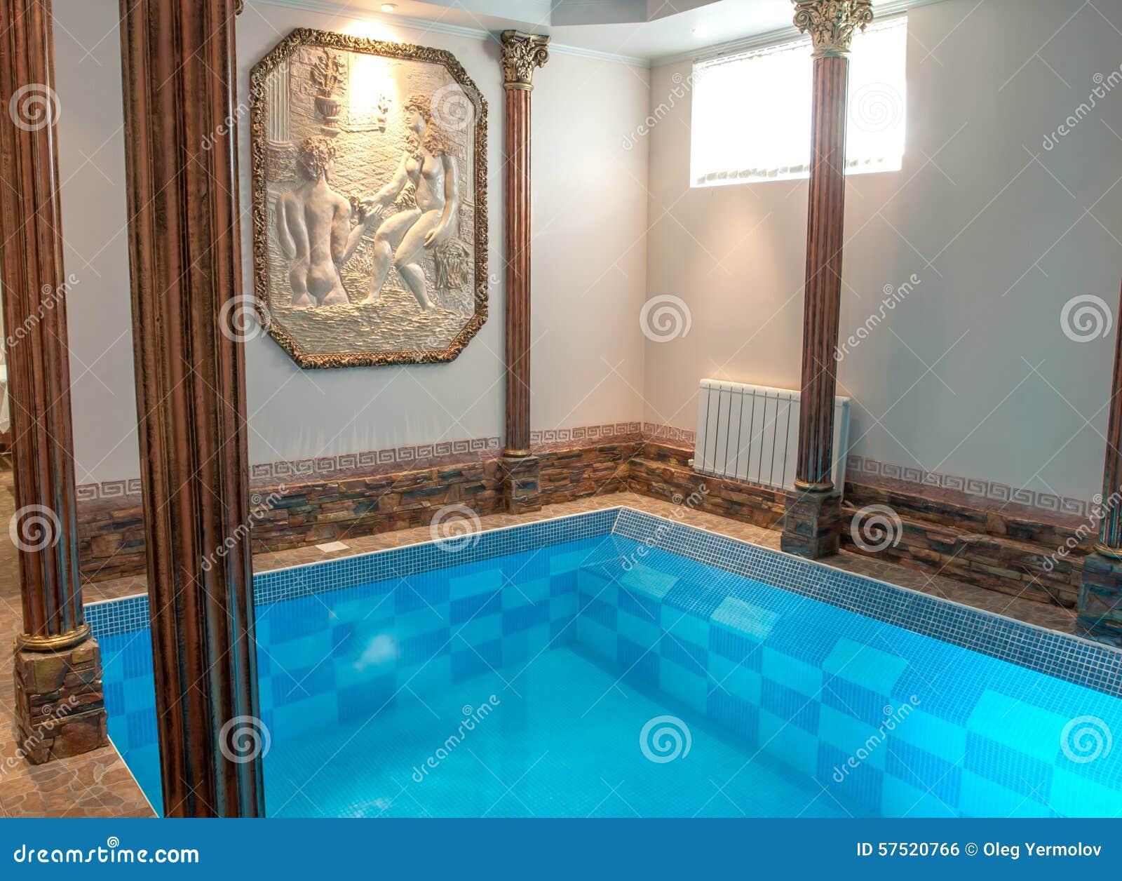 Luksusowy pływacki basen w hotelu