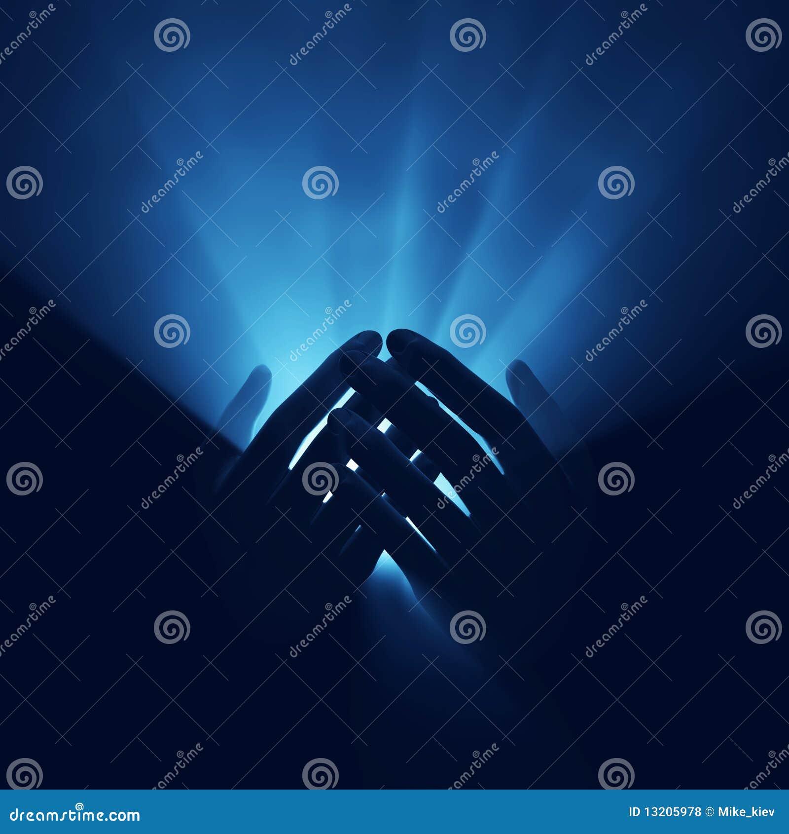 Lumière dans des mains, énergie magique