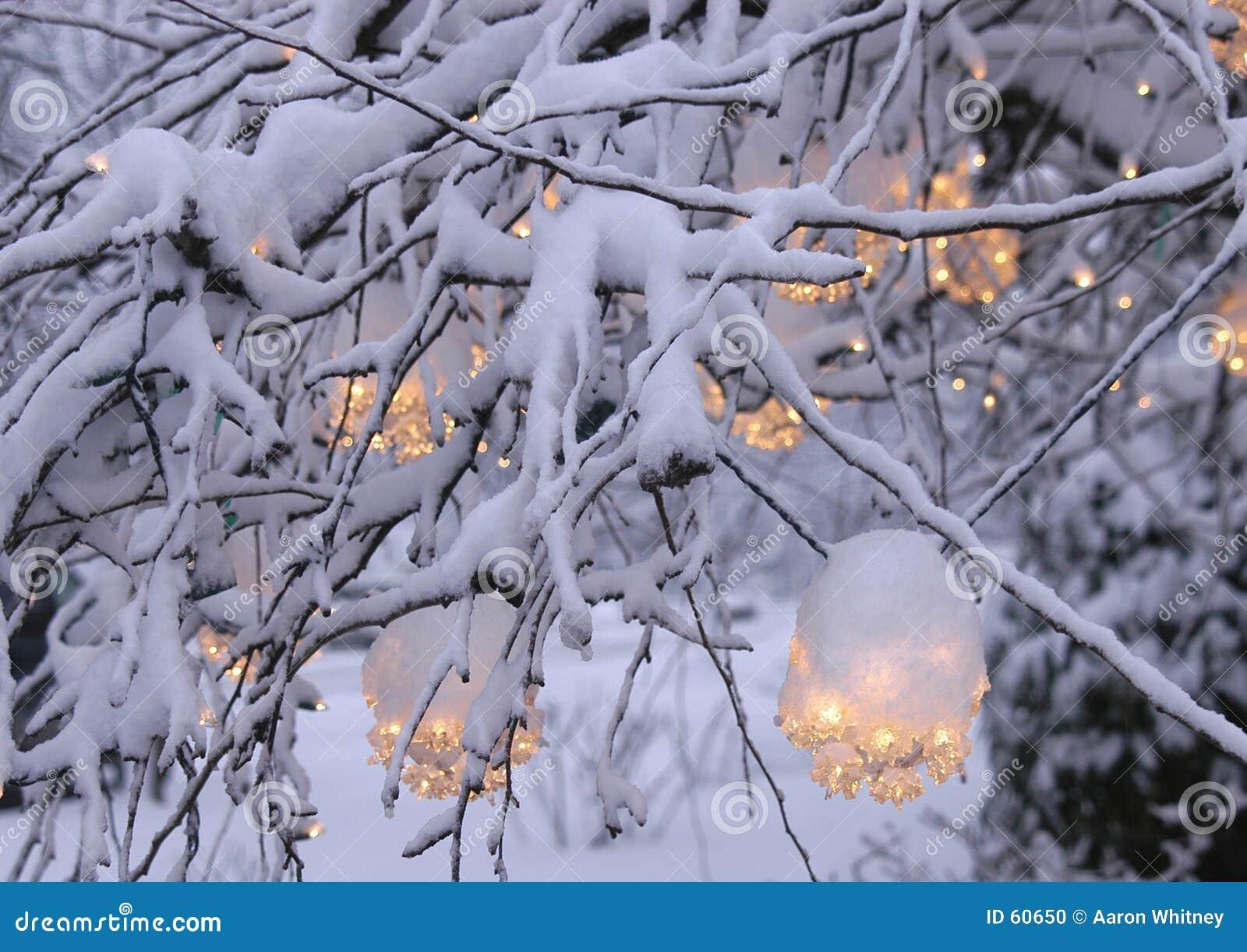 Download Lumière de Noël 2 photo stock. Image du fond, neige, lueur - 60650