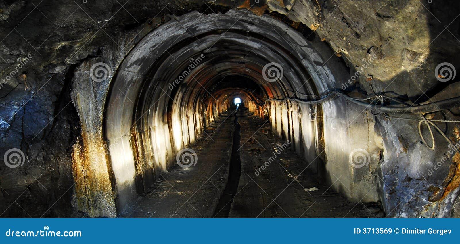 Lumière de tunnel de mine