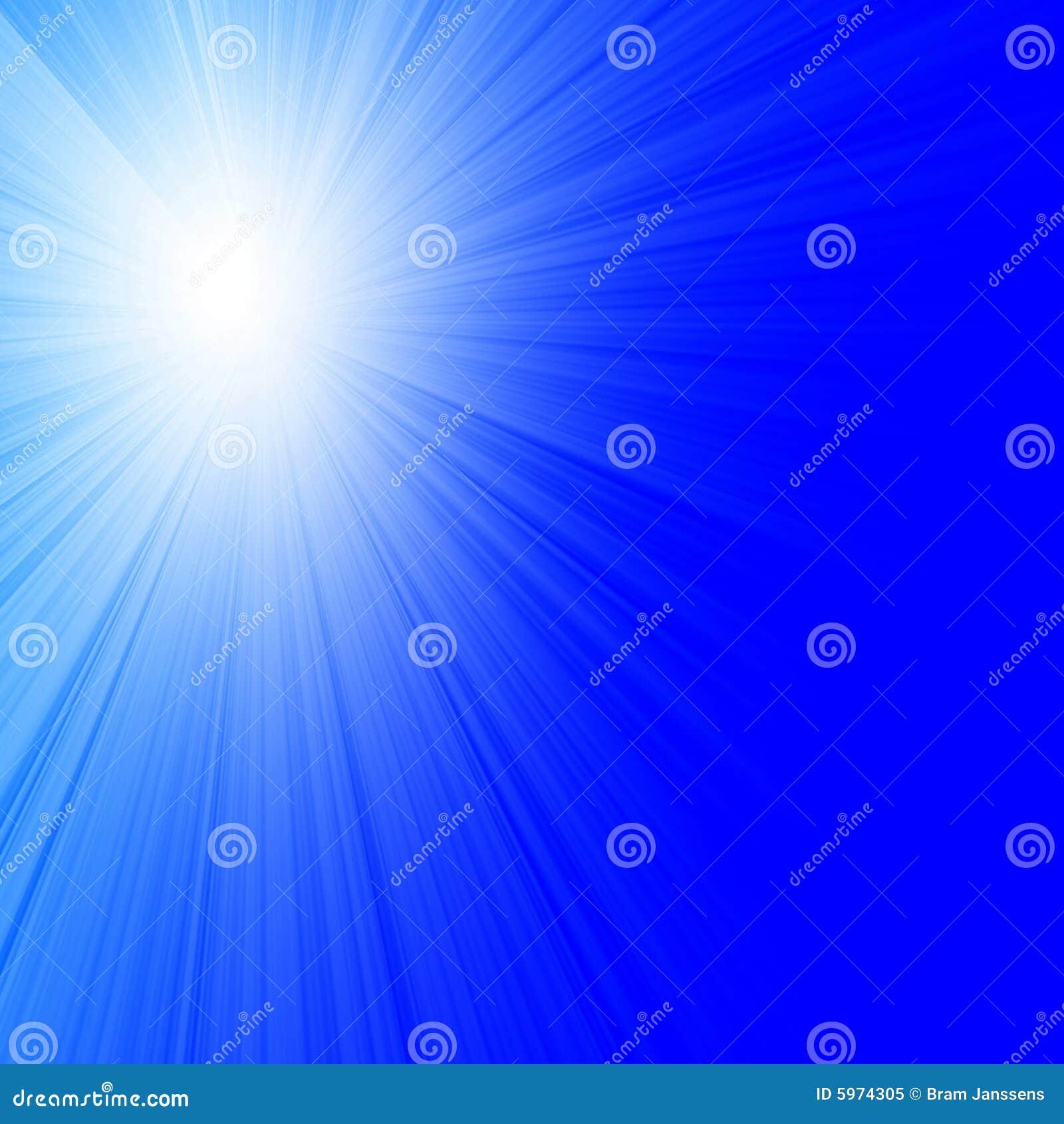 Lumière du soleil en ciel bleu clair
