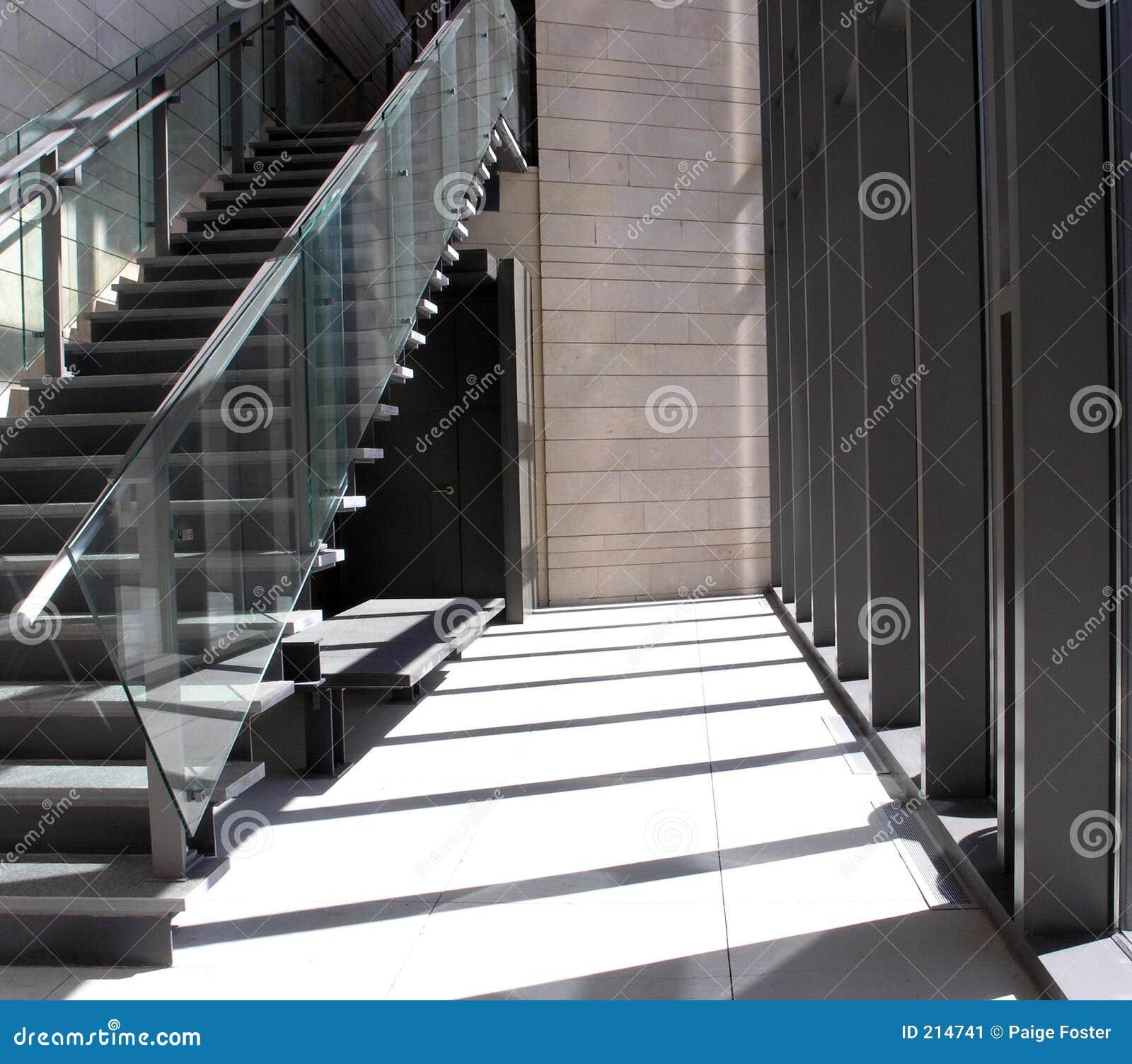 Lumière du soleil sur des escaliers