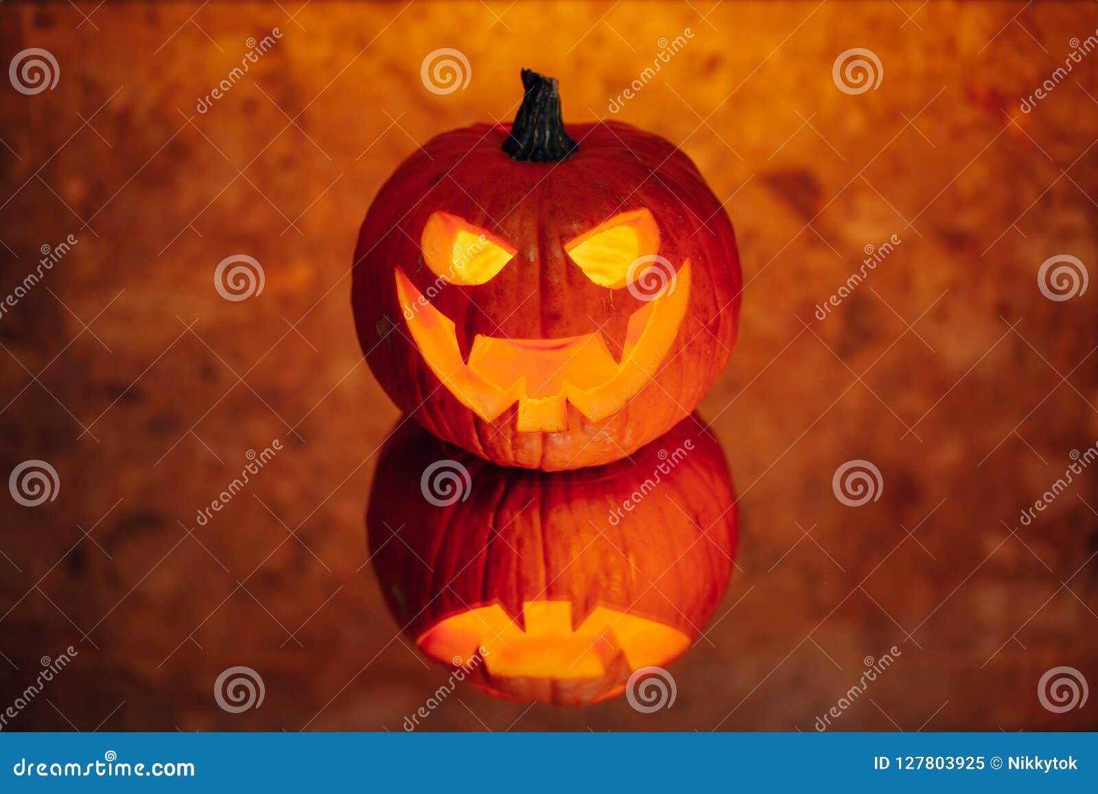 Lumière orange de potiron de Jack-o-lanterne