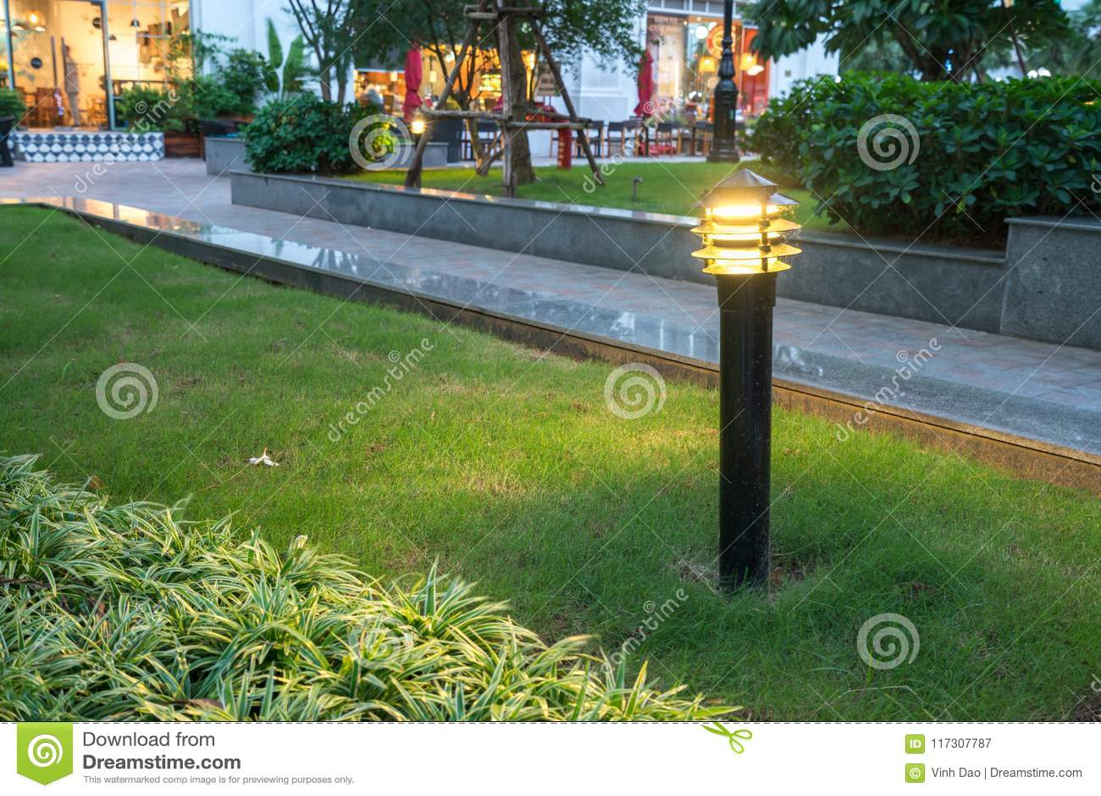 Lumière Rougeoyante Brouillée De Décoration De Jardin En Parc La ...