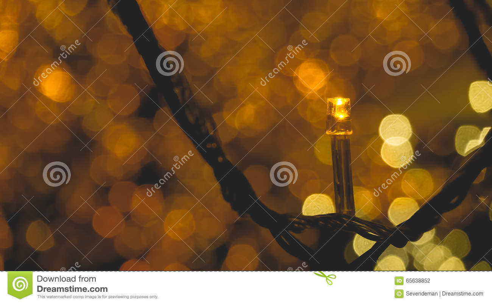 Lumières décorées d or