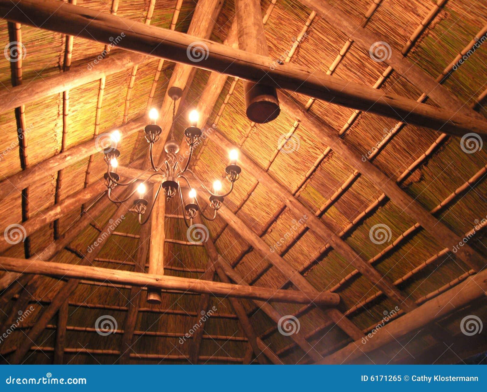 Lumières dans le toit de chaume