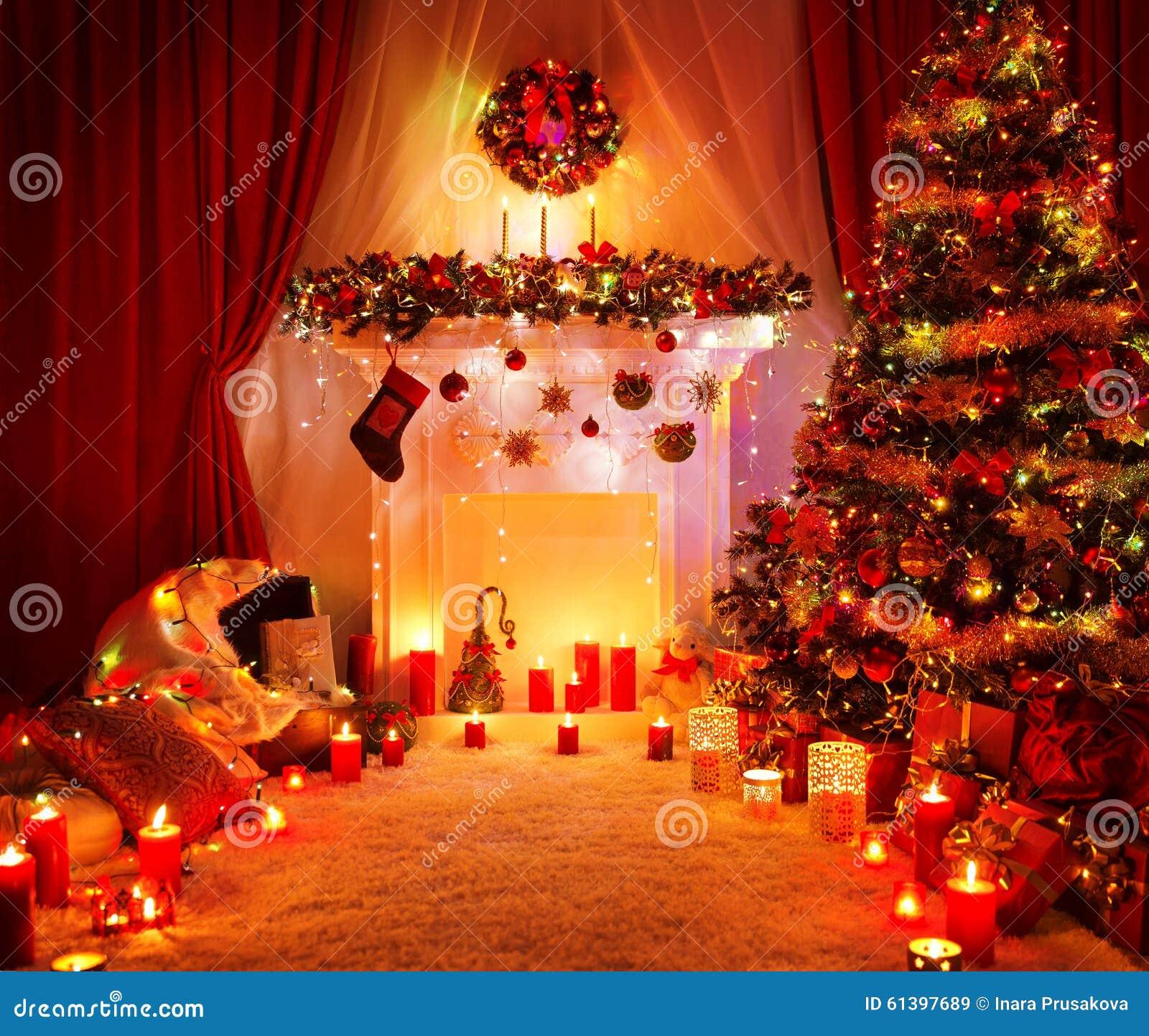 Lumières de cheminée d arbre de noël de pièce intérieur à la maison de noël