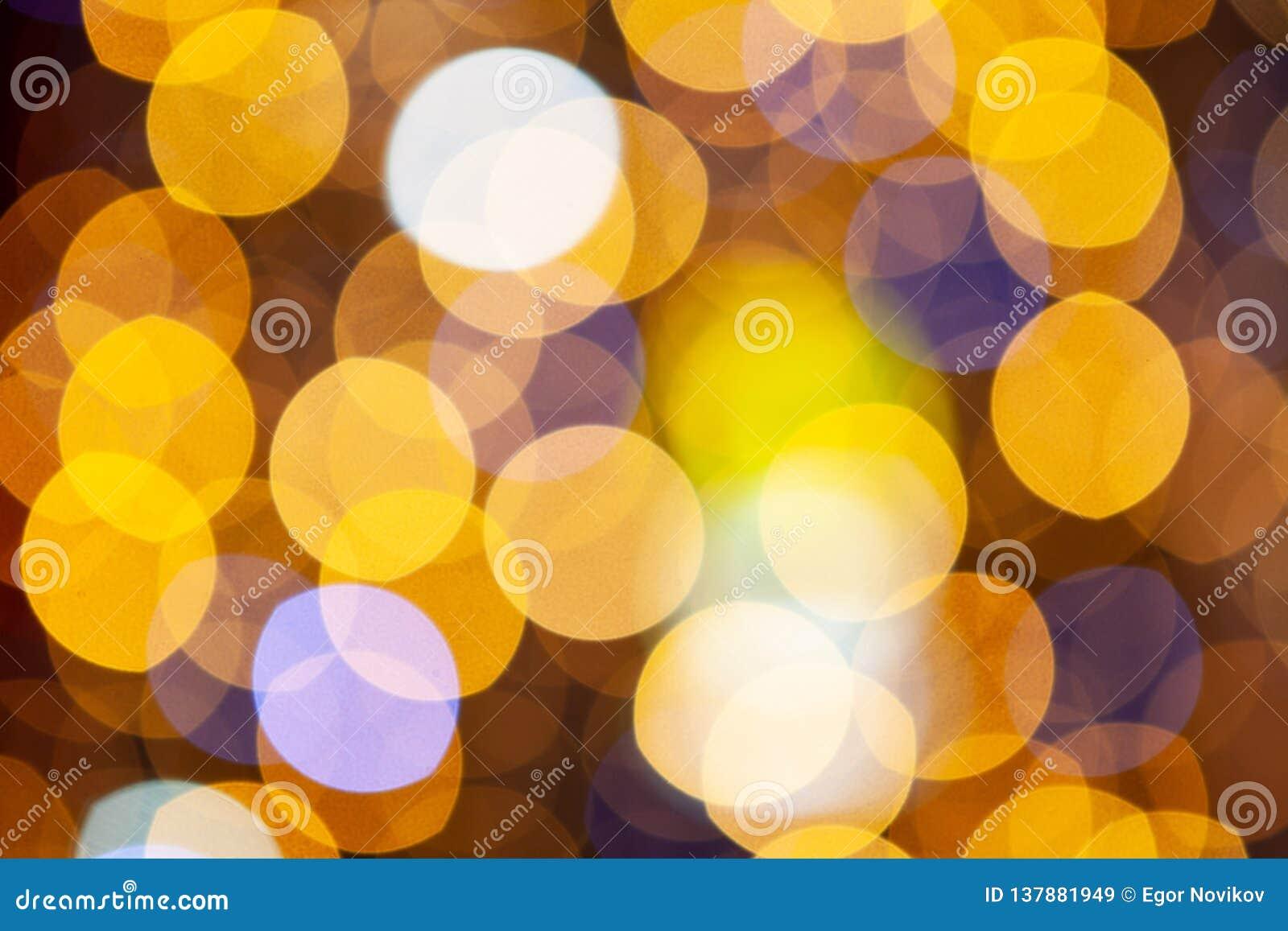 Lumières de Noël éclatantes d or Fond abstrait brouillé, en gros plan