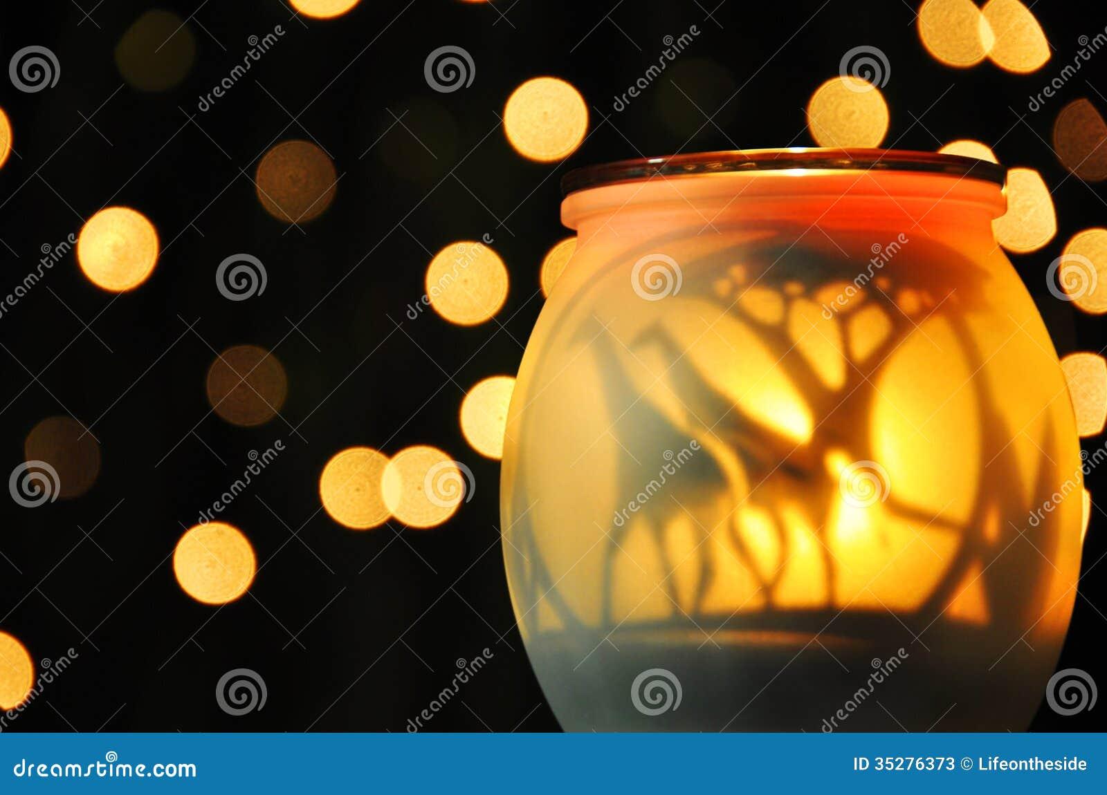 Lumières de scintillement jaunes mûres abstraites de nuit
