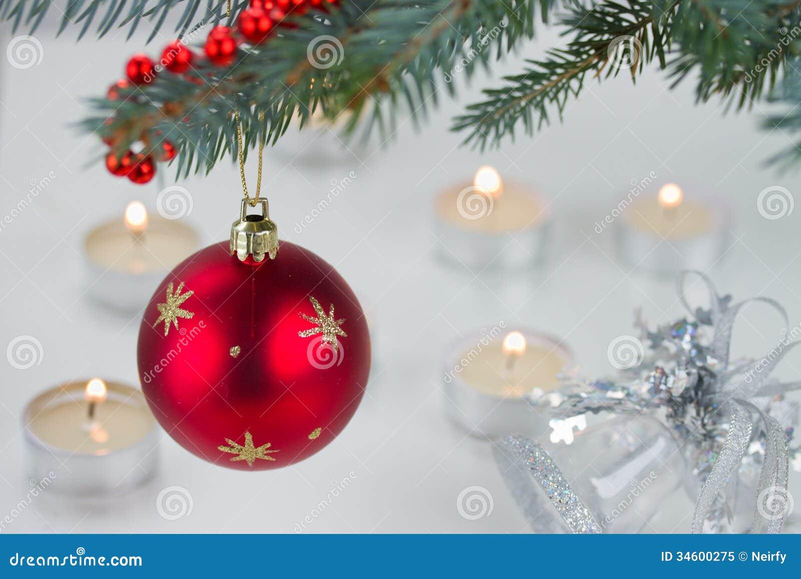Lumières rouges de boule et de Noël