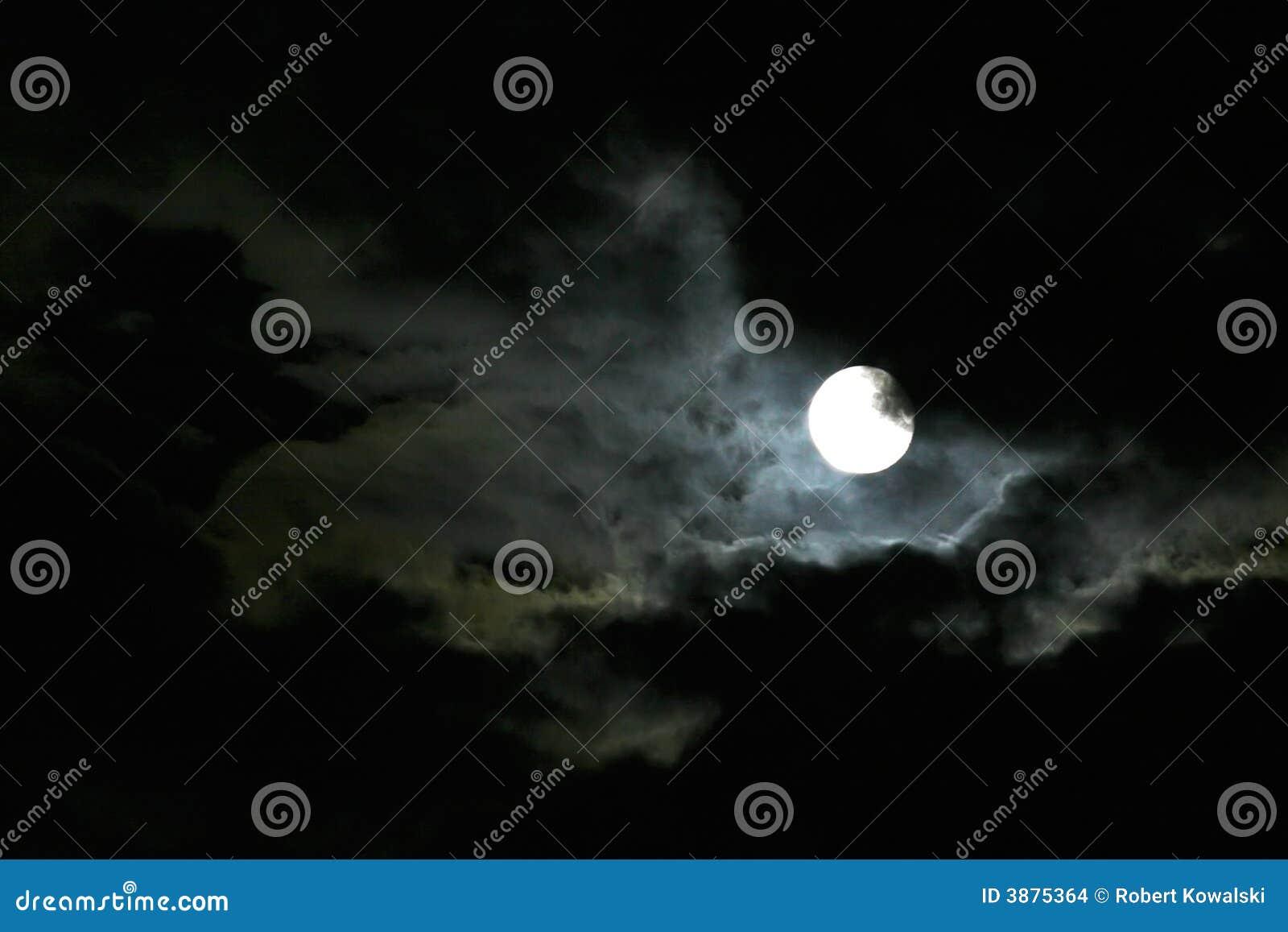Luna en el cielo nocturno