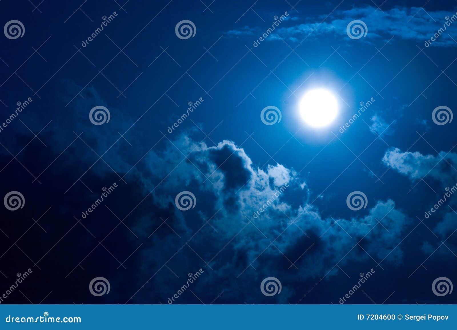 Luna en oscuridad