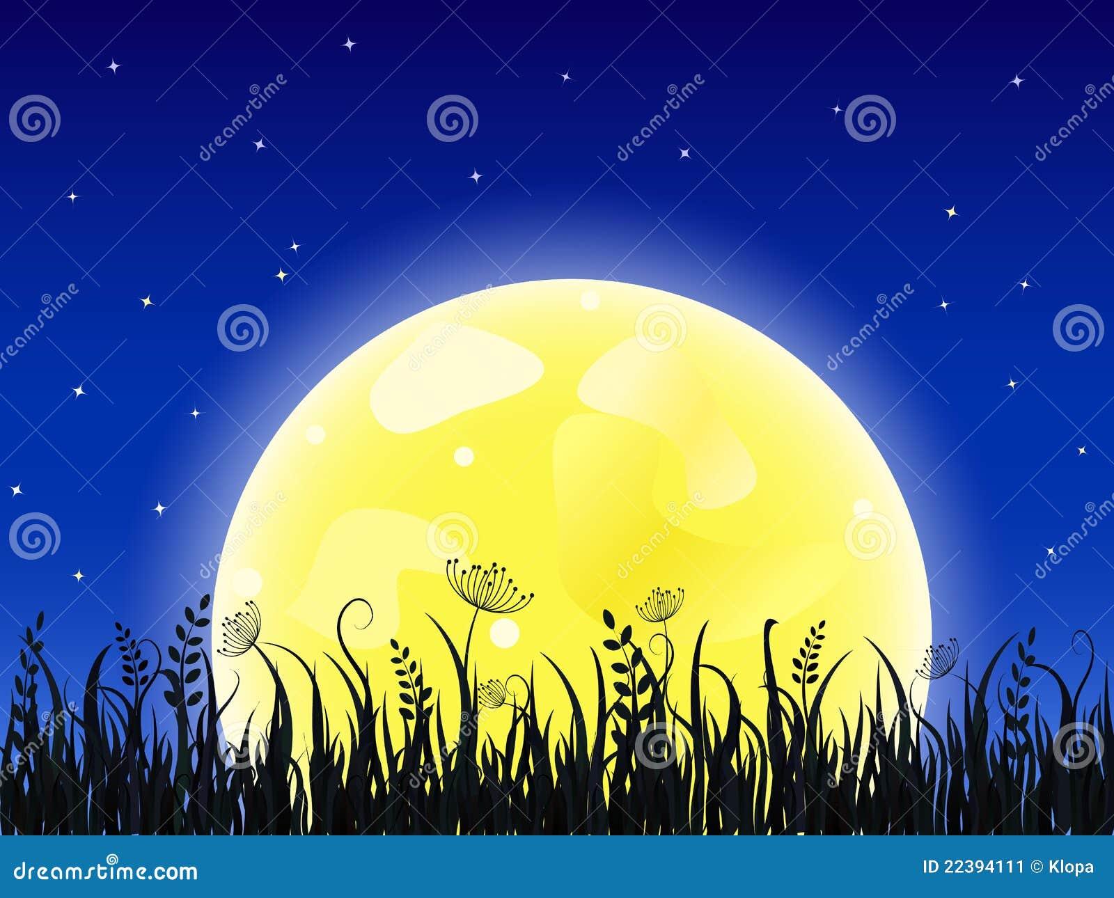 Luna gialla enorme con il prato dell erba