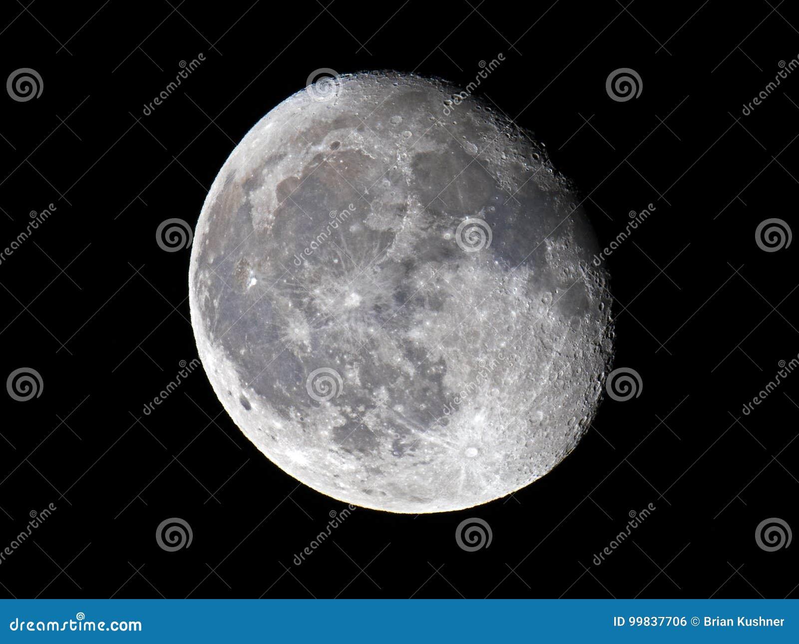 Luna gibosa de disminución