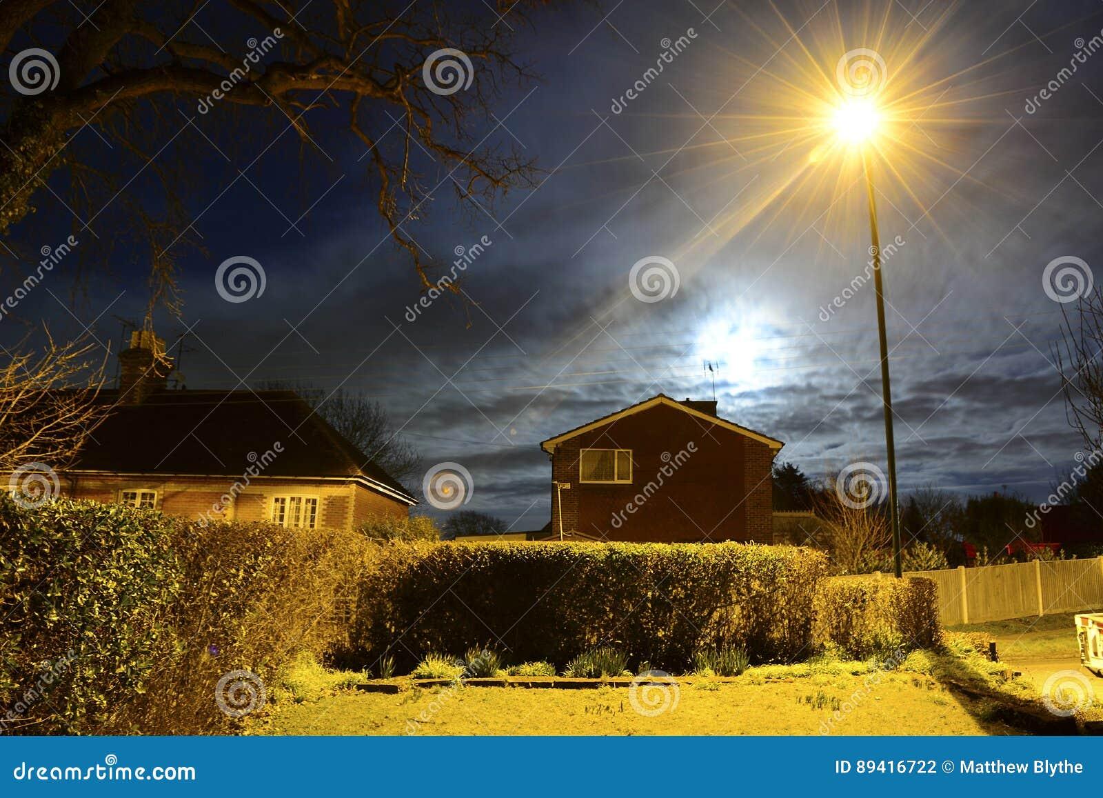 Luna piena e iluminazione pubblica