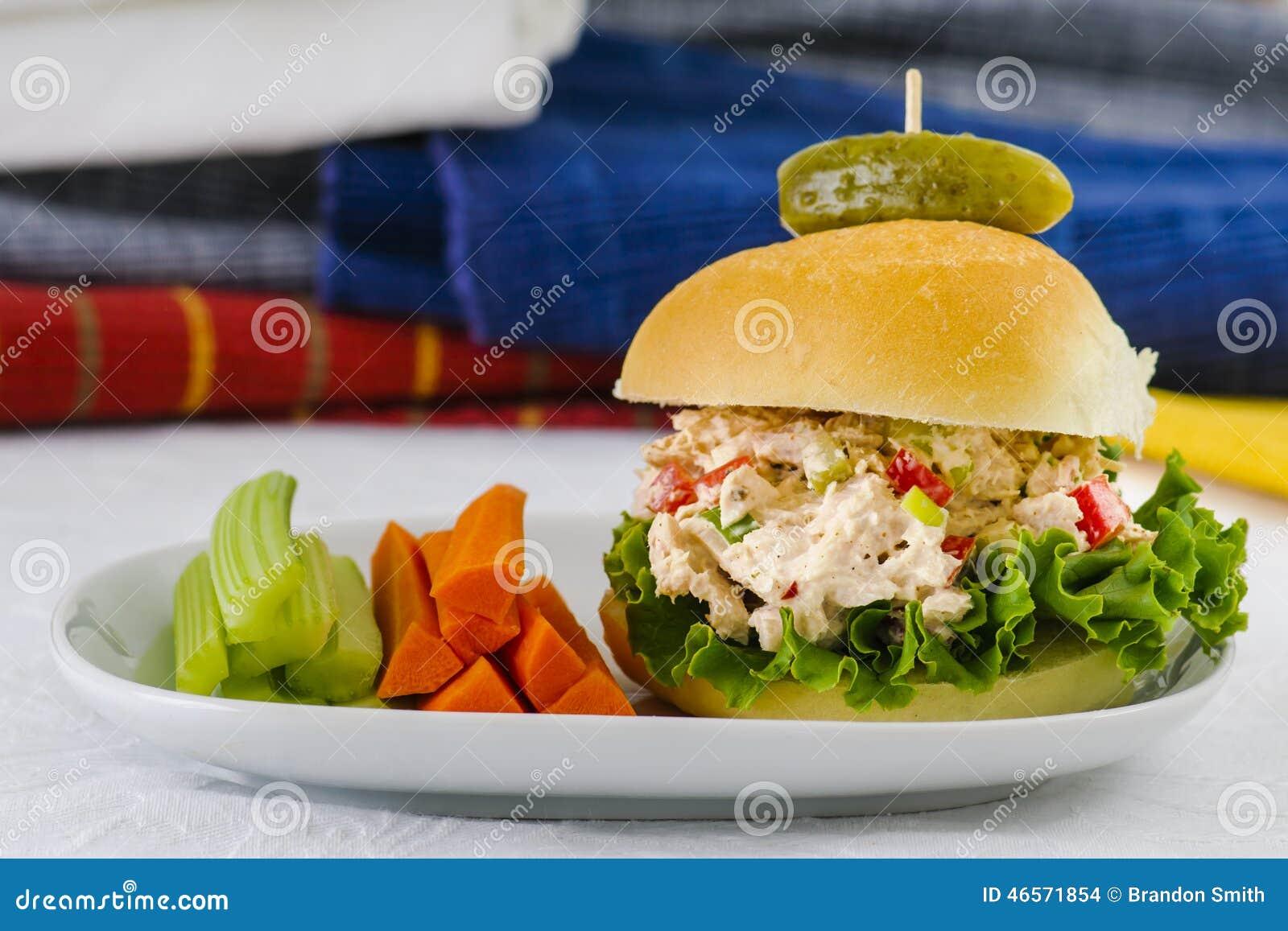 Lunch Tid Tuna Salad Sandwich